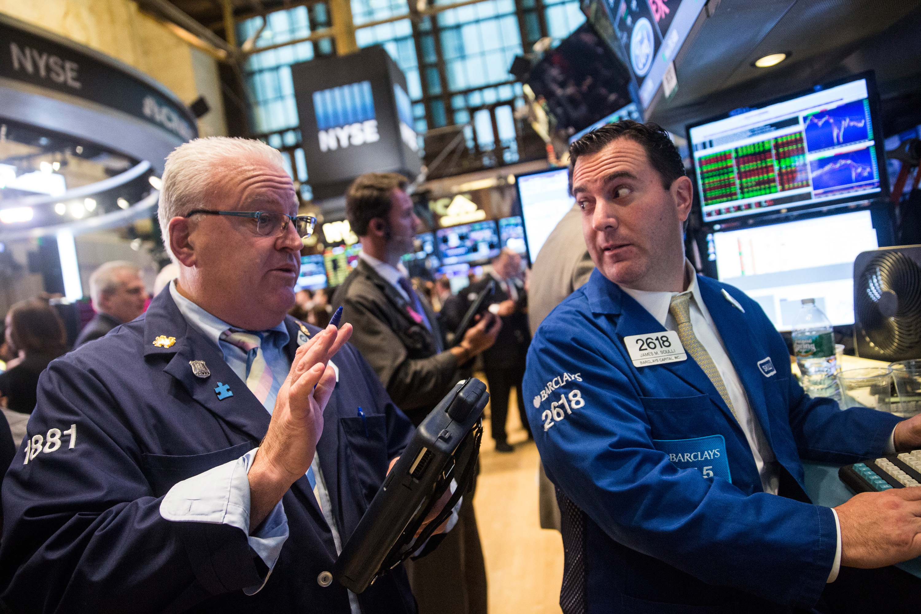 Dow Drops Over 150 On Wal-Mart, Boeing Reports