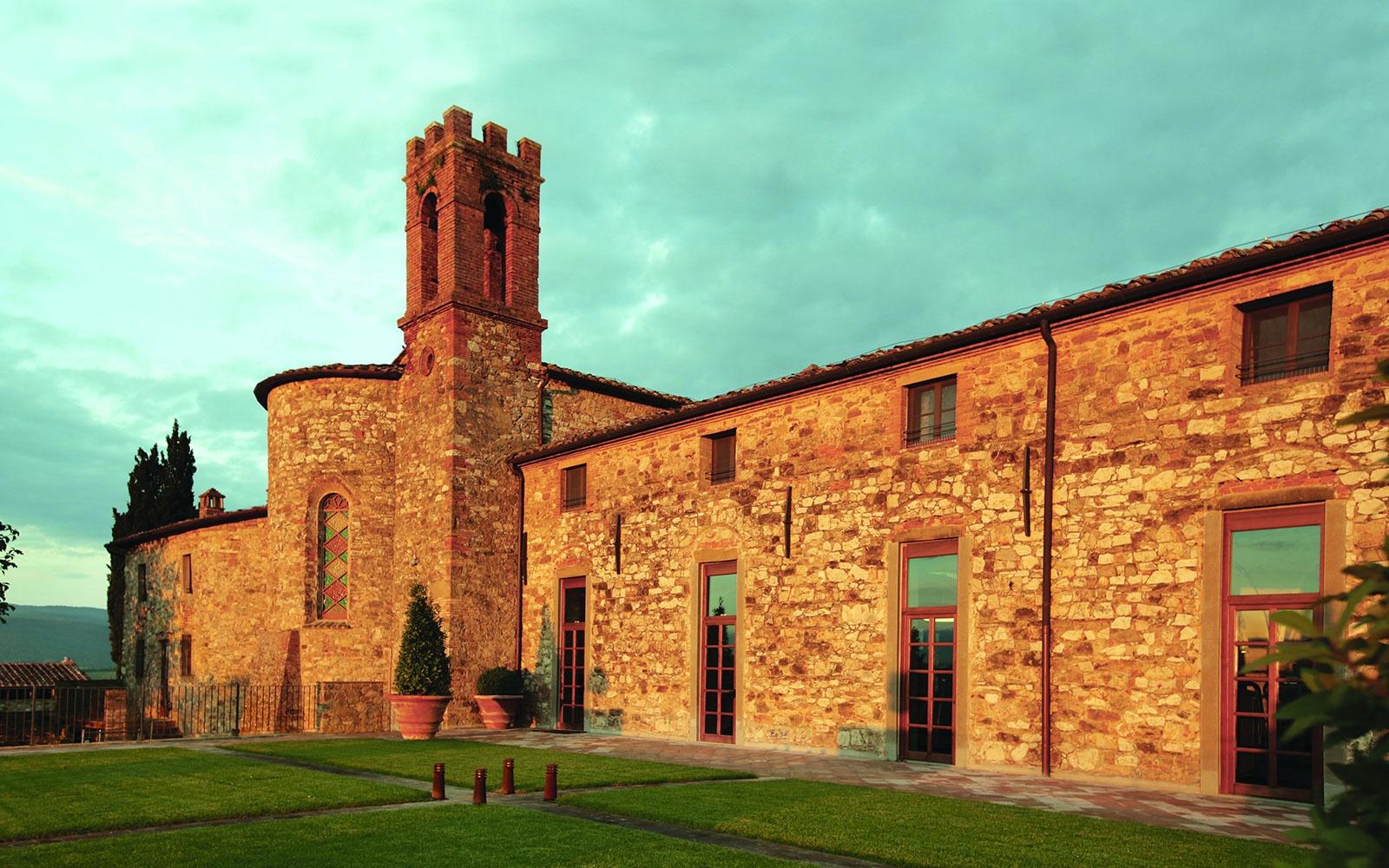 WBTOPHOTELS-1-castello-di-casole
