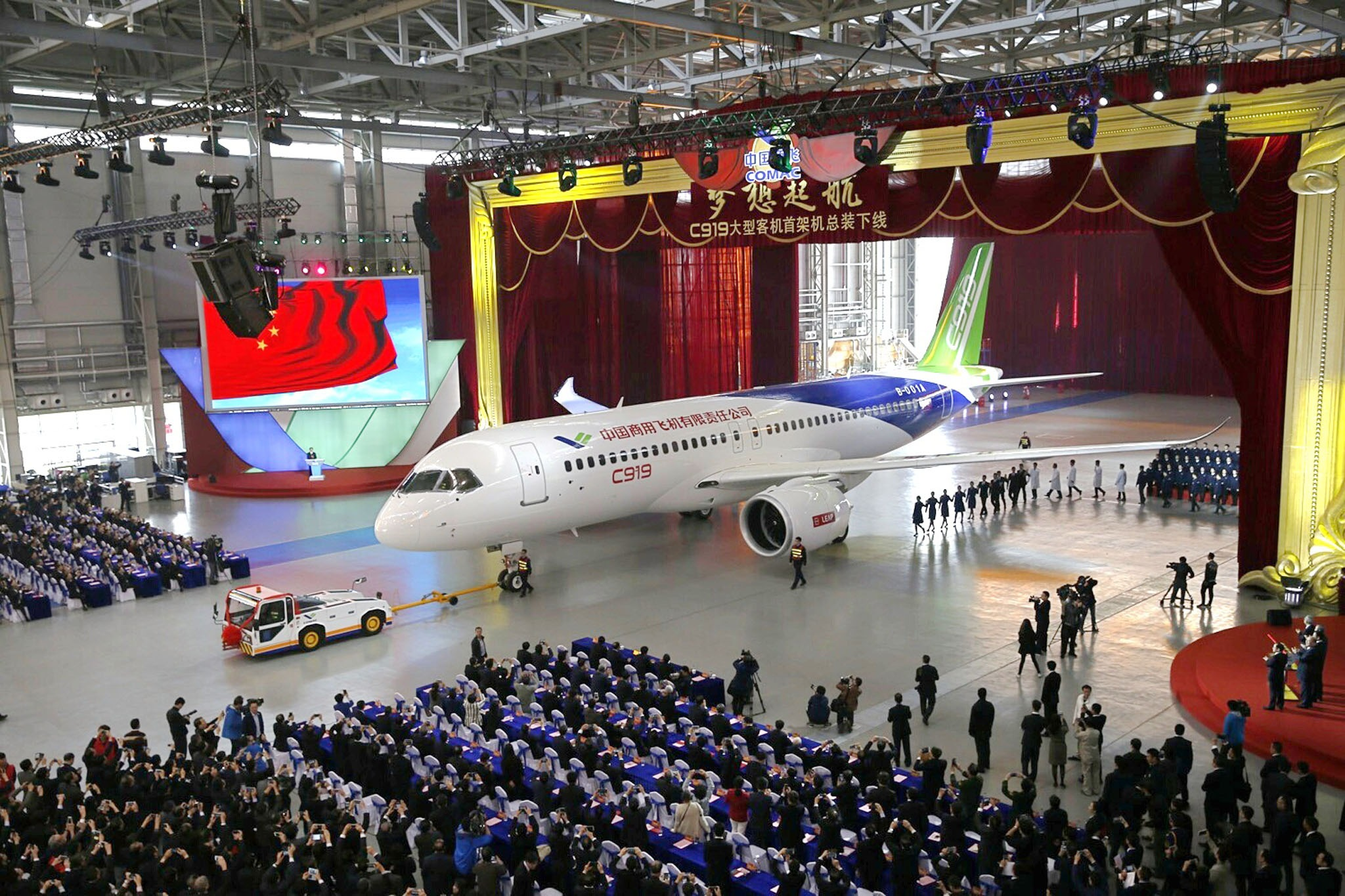 China's first homemade big passenger plane rolled off line