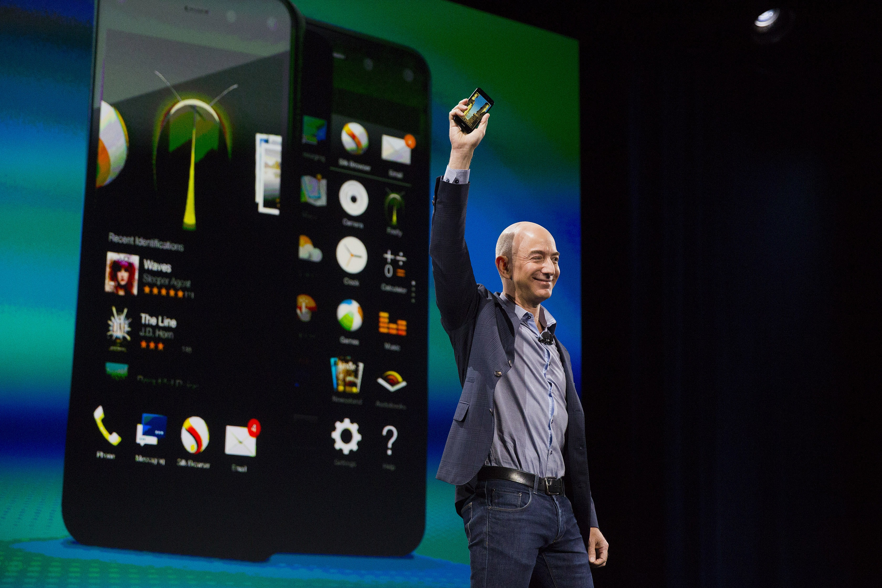 Amazon CEO Bezos Introduces Smartphone to Take on Apple, Samsung