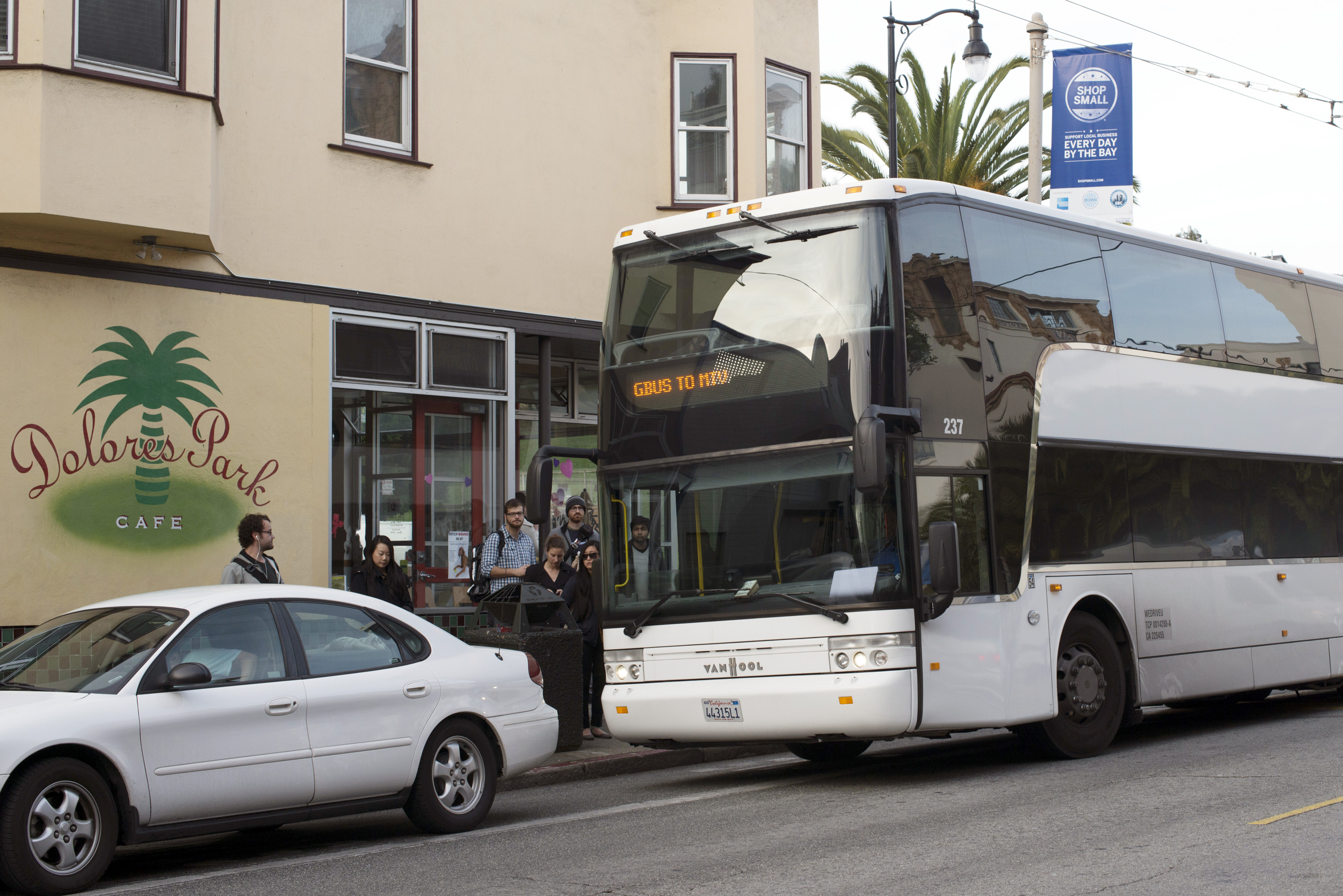Google Buses Fuel Inequality Debate as Boom Inflates Rents