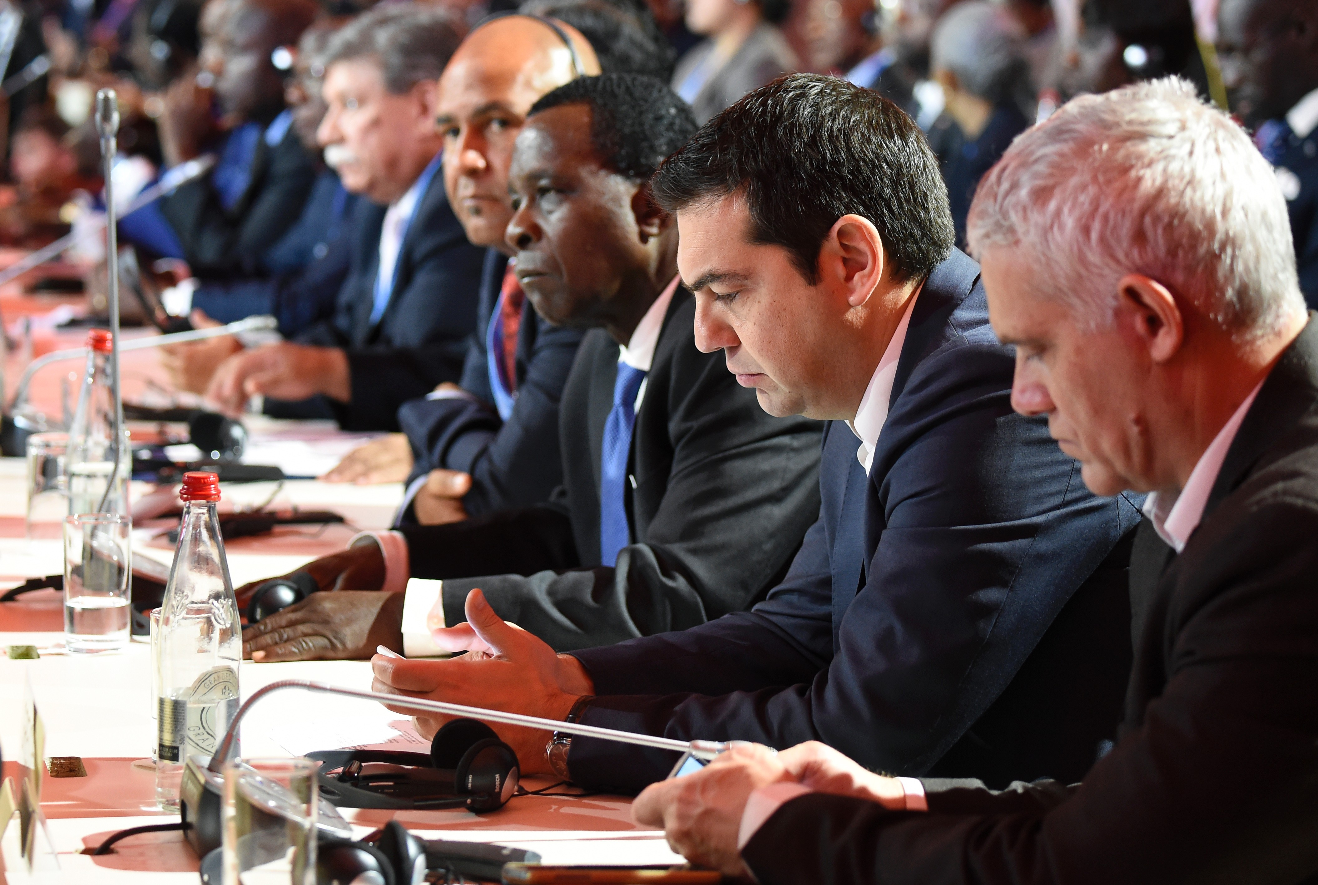 FRANCE-CLIMATE-WARMING-COP21-INAUGURAL-SESSION