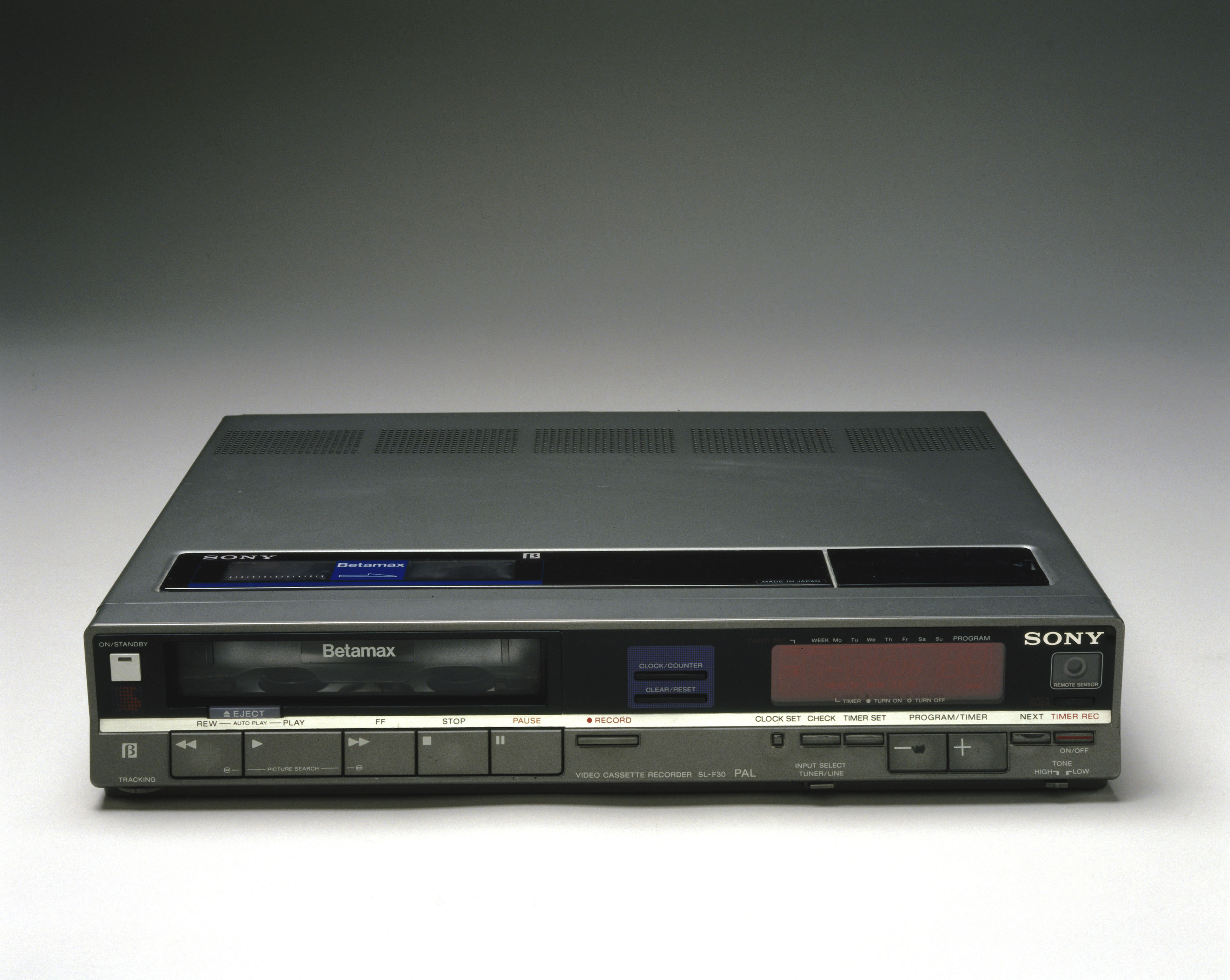 Sony Beta SL-F30UB video cassette recorder, 1985.