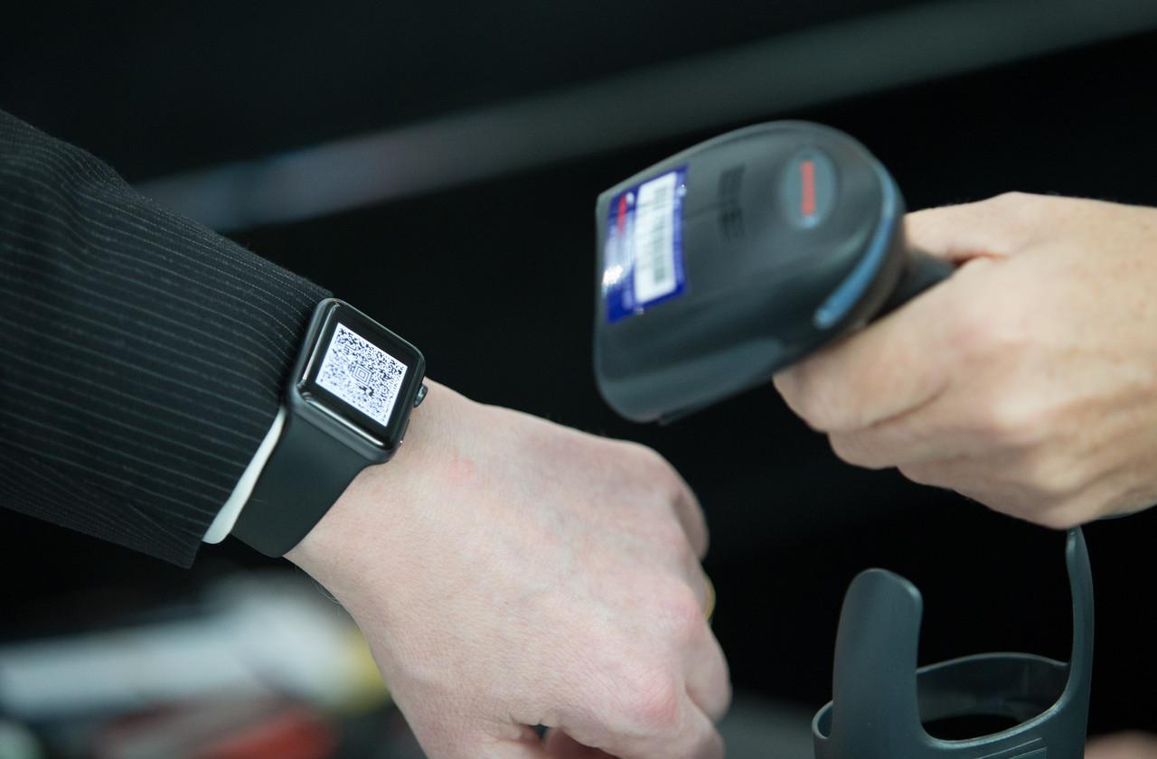 Apple Watch / Smartphone Scanner for Boarding PassesTaken: 27th November 2015 at Heathrow Terminal 5British AirwaysPicture by: Stuart Bailey / British Airways
