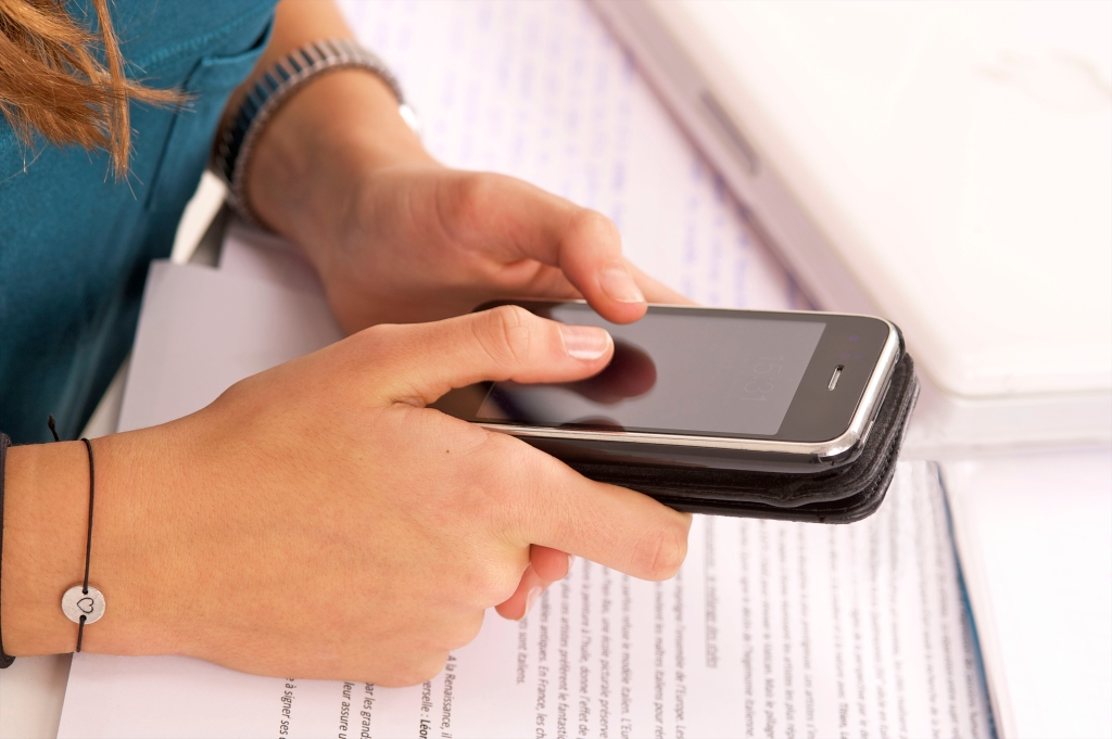 ARTICULATE Phrases Ideal for families with smartphone-addicted teenagers!