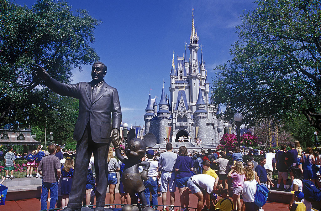 Statue of Walt Disney and Micky Mouse at the entrance to the
