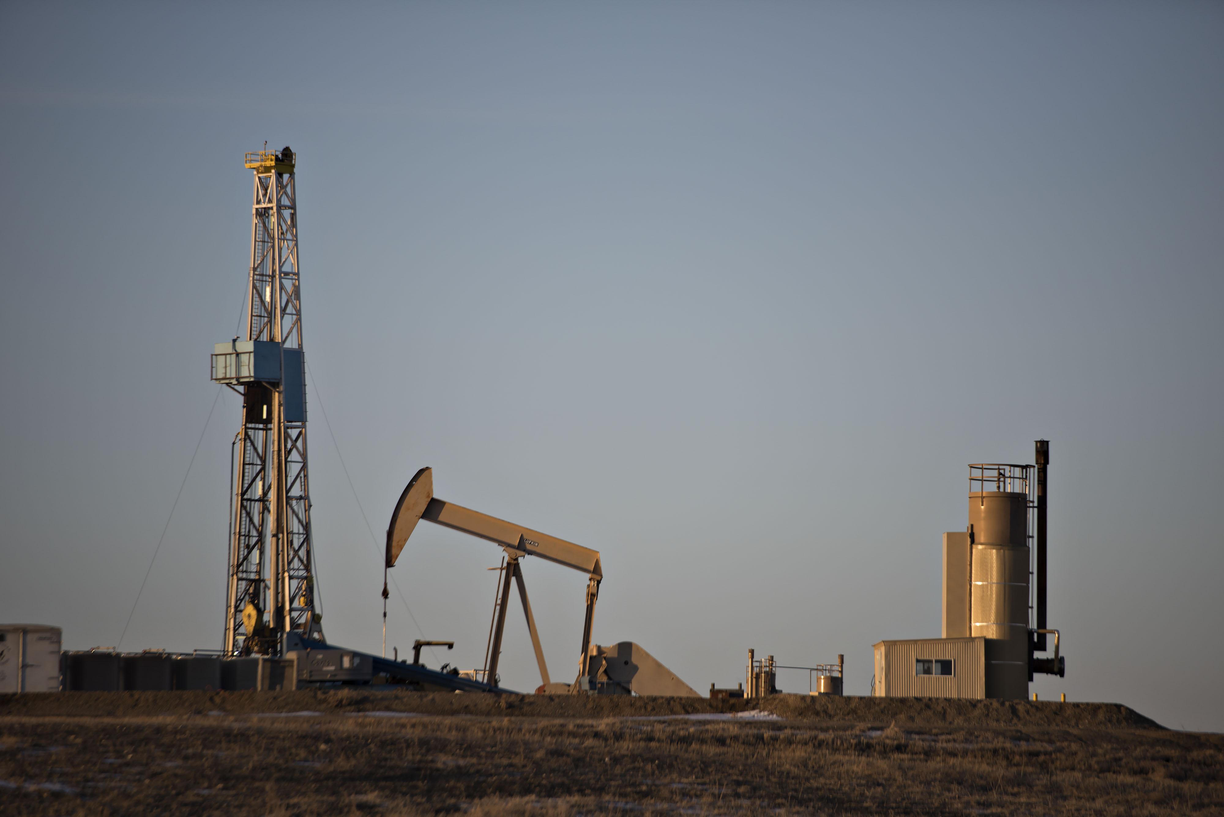 No Bust Seen As Dakota Oil Firms Keep Staff Amid Price Drop