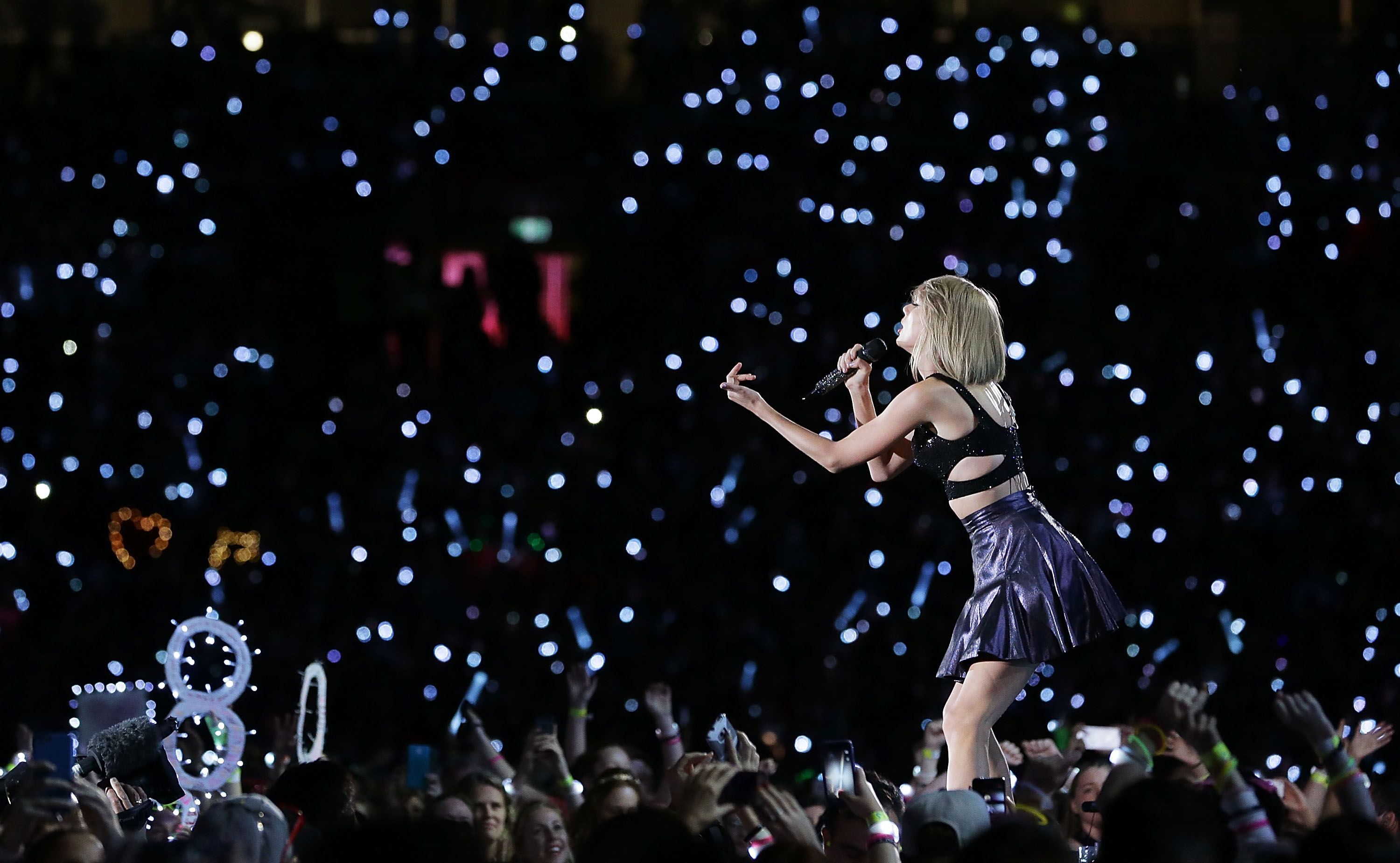 Taylor Swift Airing Concert On Apple Music Fortune