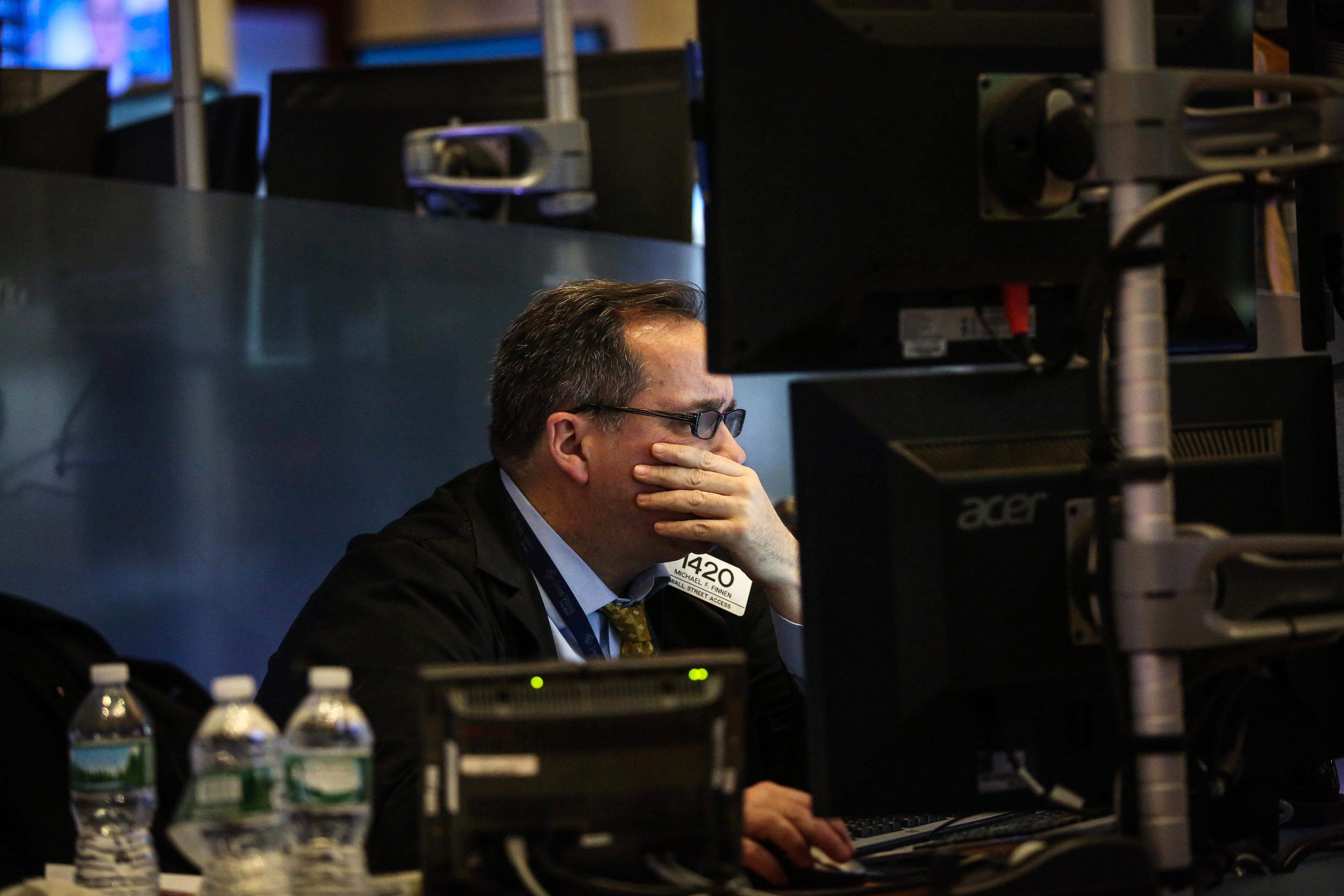 Dow Sinks 400 Points in Global Equity Rout as Crude Nears $29