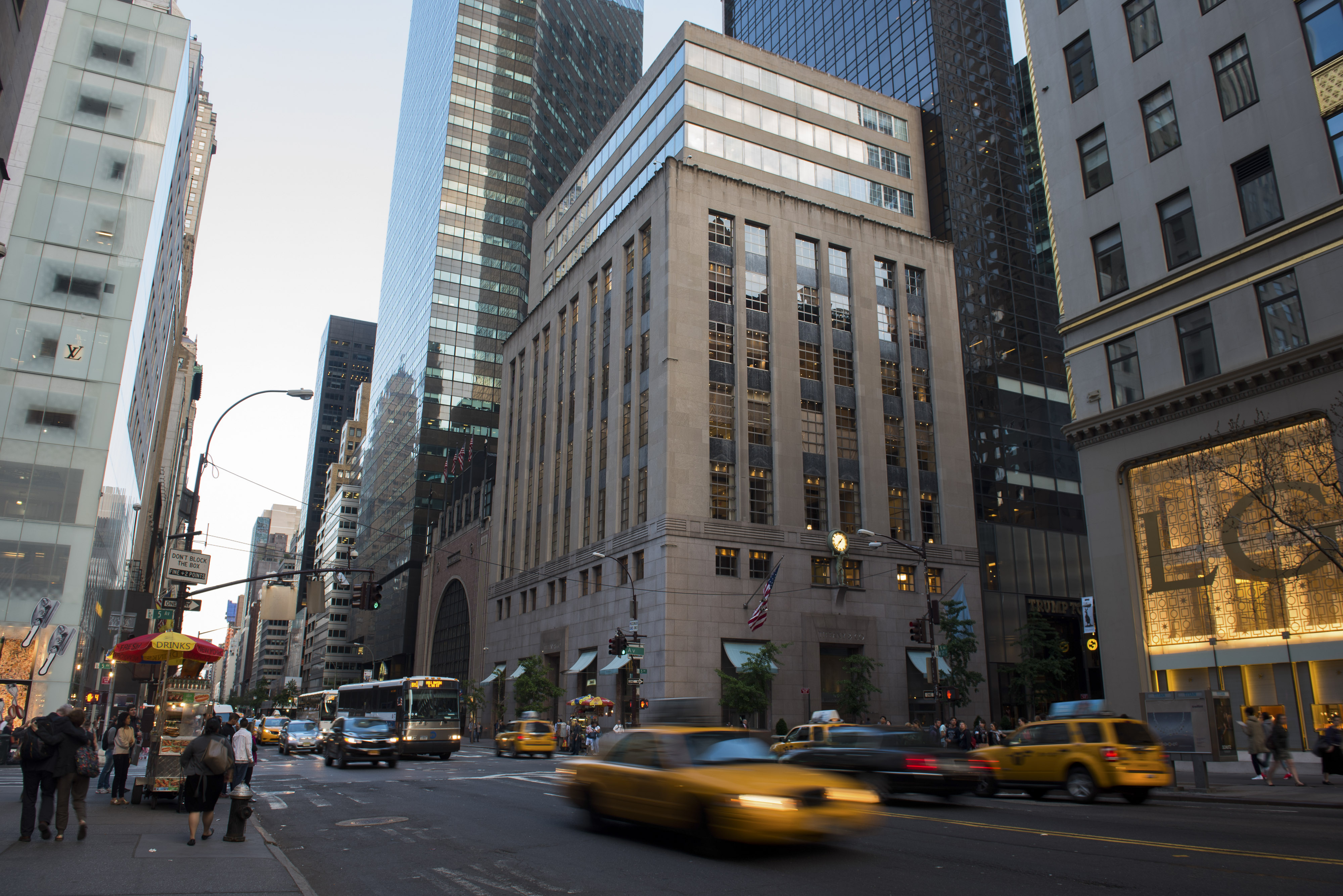 A Tiffany & Co. Store Ahead Of Earnings Figures