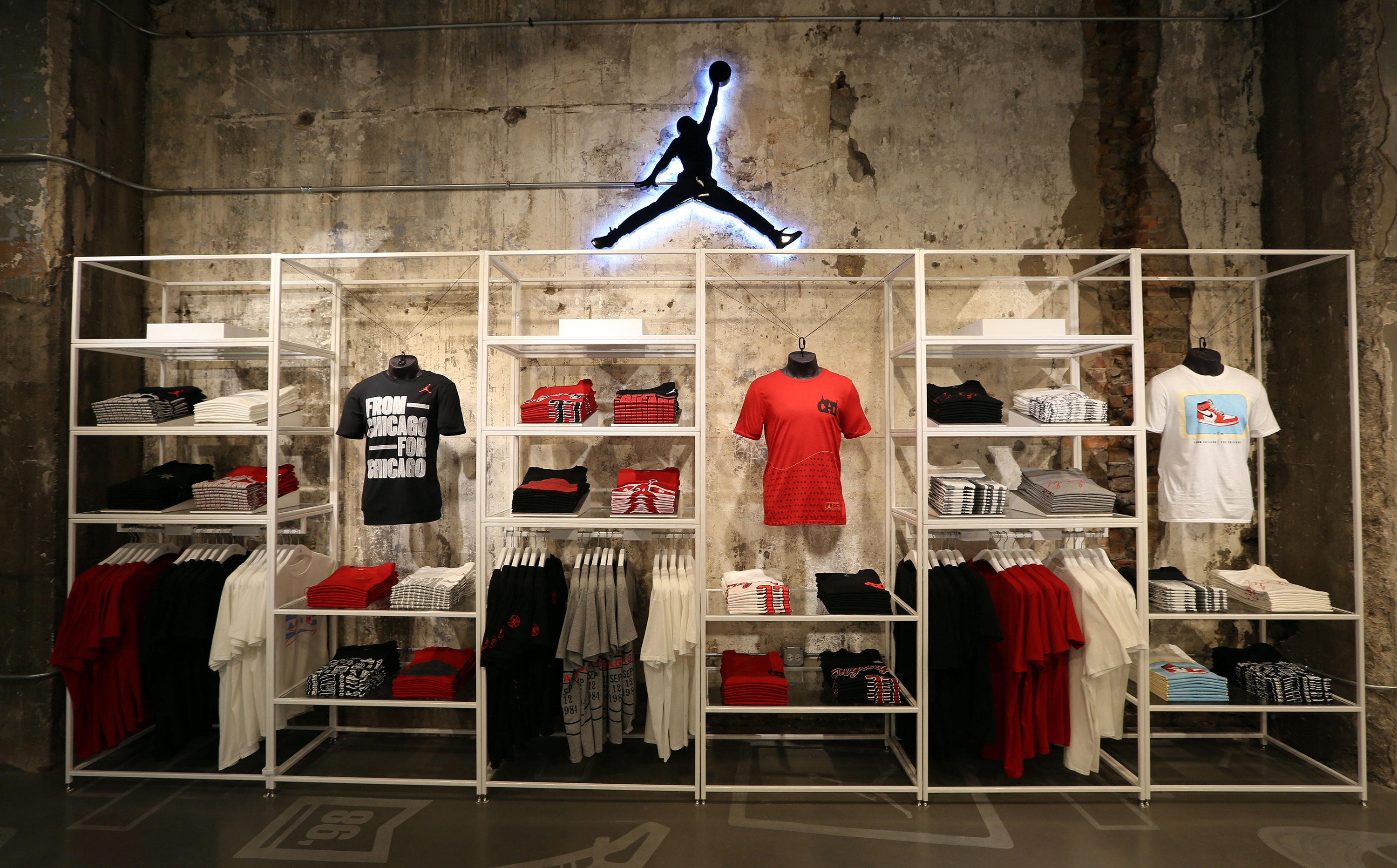 ladrón solitario lucha  Nike's Air Jordans Have People Waiting in Line For Days | Fortune