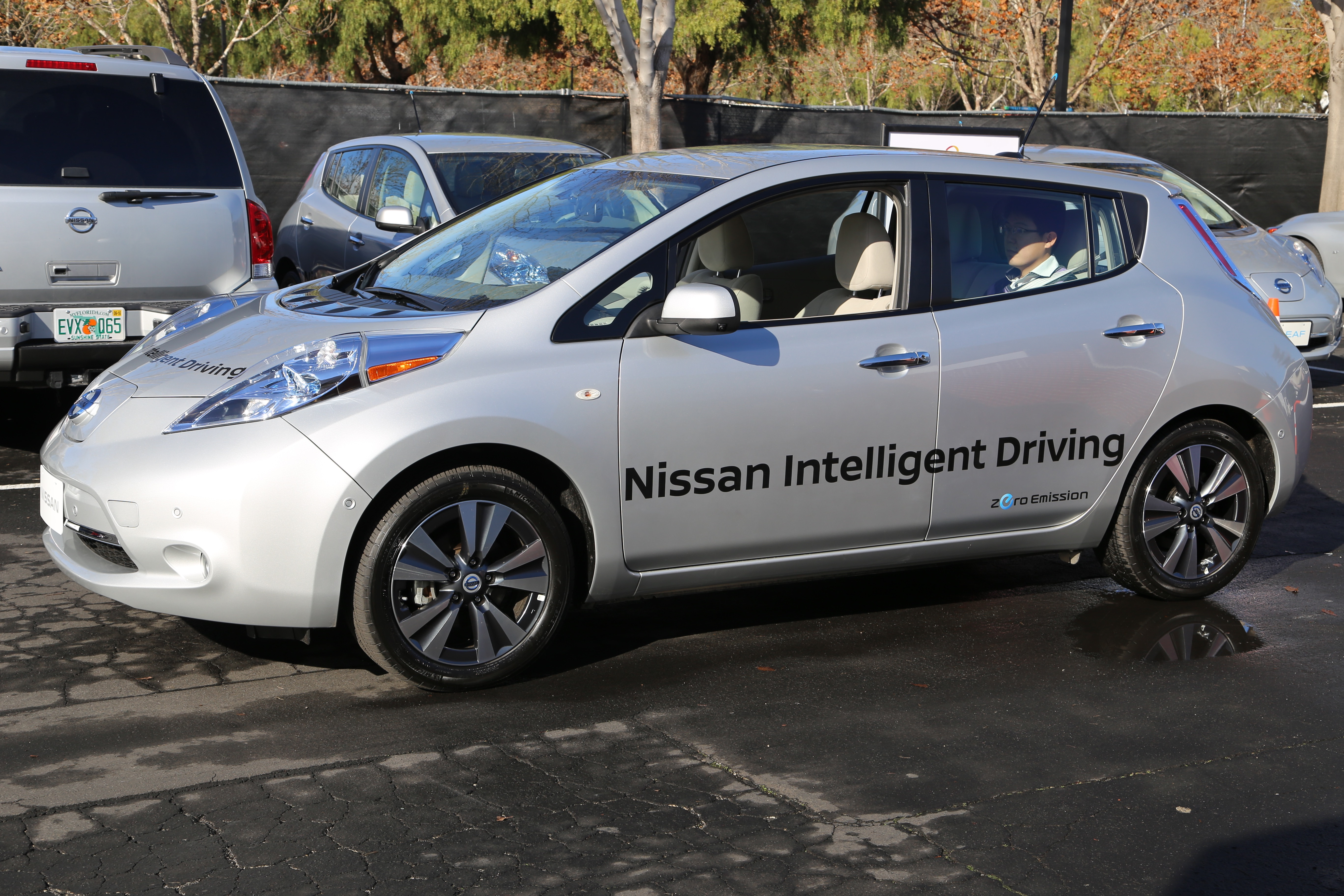 Nissan showed off an electric LEAF that can self-park itself at its Silicon Valley research center in January 2016.