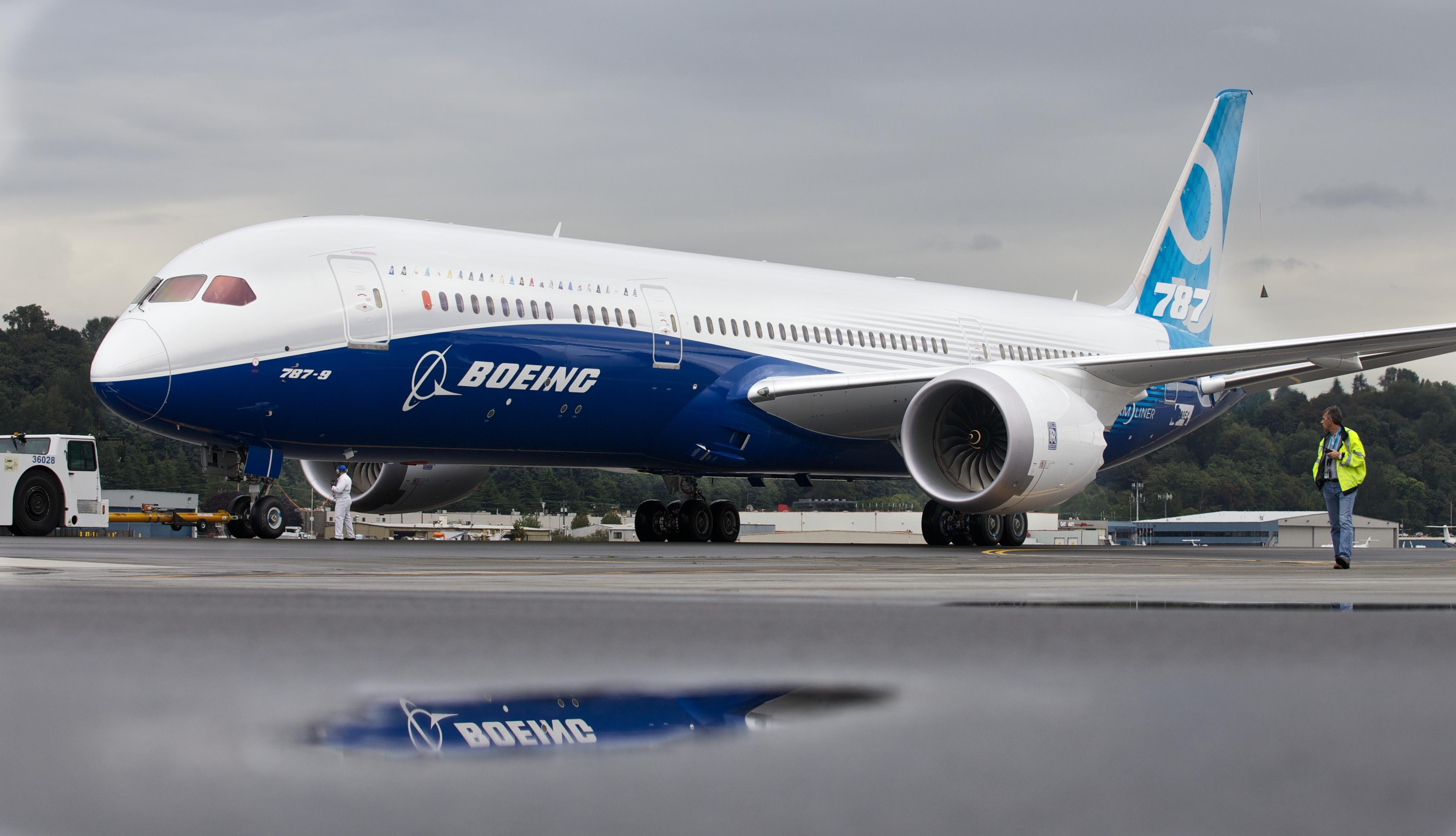 Boeing Test Flies Its Extended Dreamliner 787-9