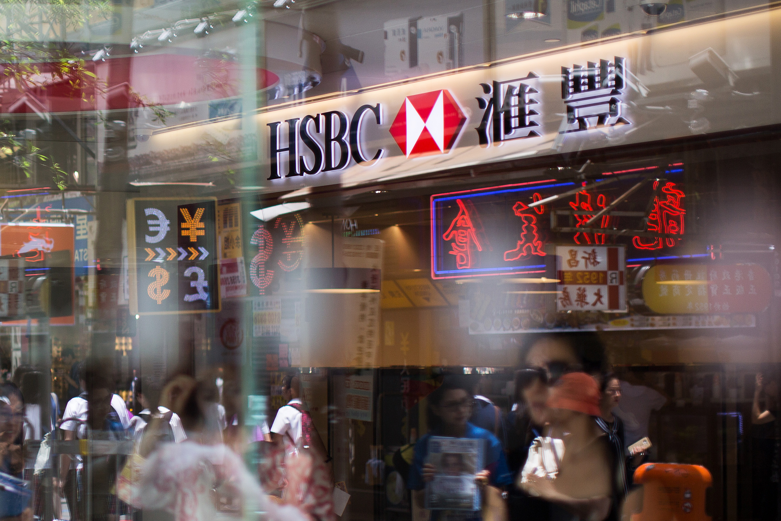 HSBC to Cut as Many as 25,000 Jobs as Gulliver Tackles Costs
