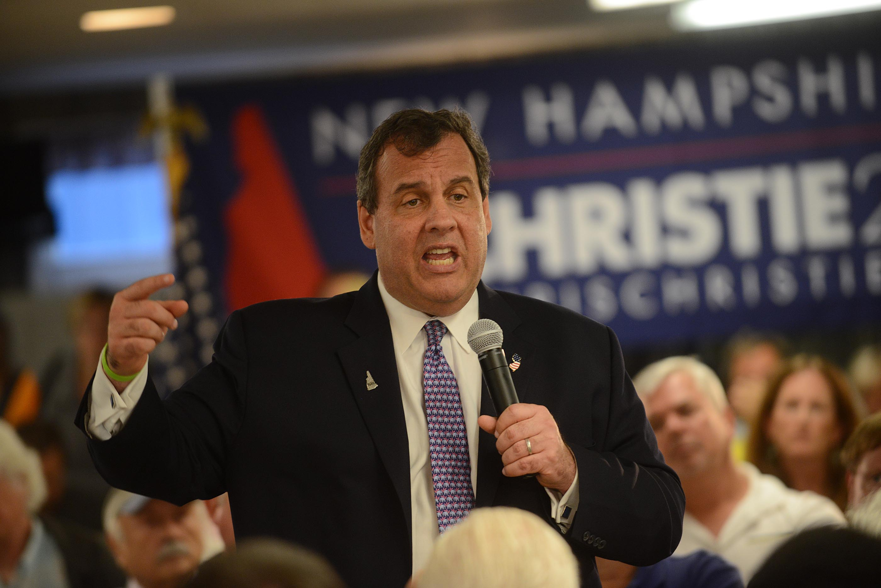 NJ Governor And GOP Presidential Candidate Chris Christie Campaigns In New Hampshire