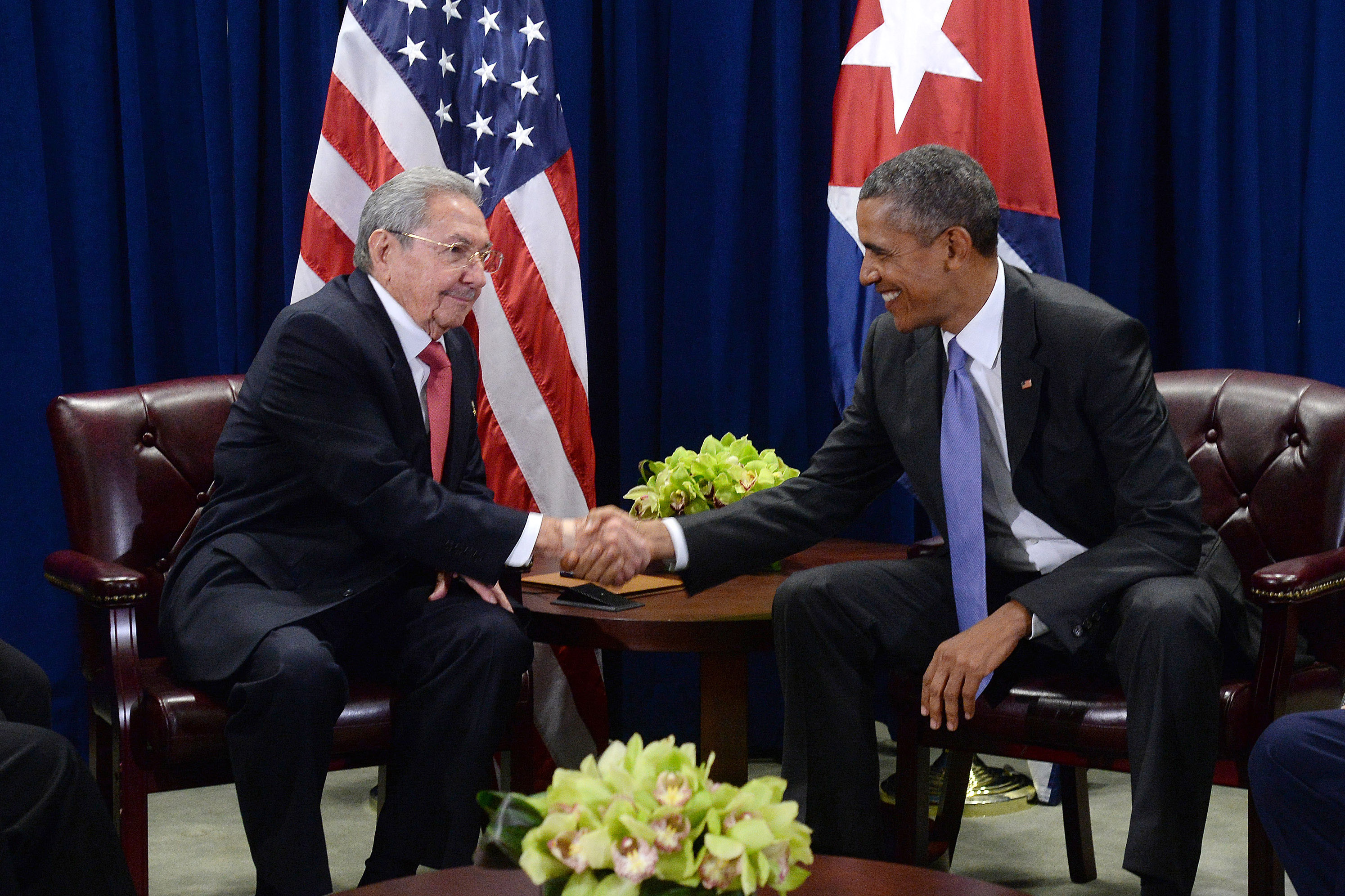 U.S. President Barack Obama (R) and President Raul Castro (L) of Cuba shake hands during a bilateral meeting at the United Nations Headquarters on September 29, 2015 in New York City.  Castro and Obama are in New York City to attend the 70th anniversary general assembly meetings. (Photo by Anthony Behar-Pool/Getty Images)