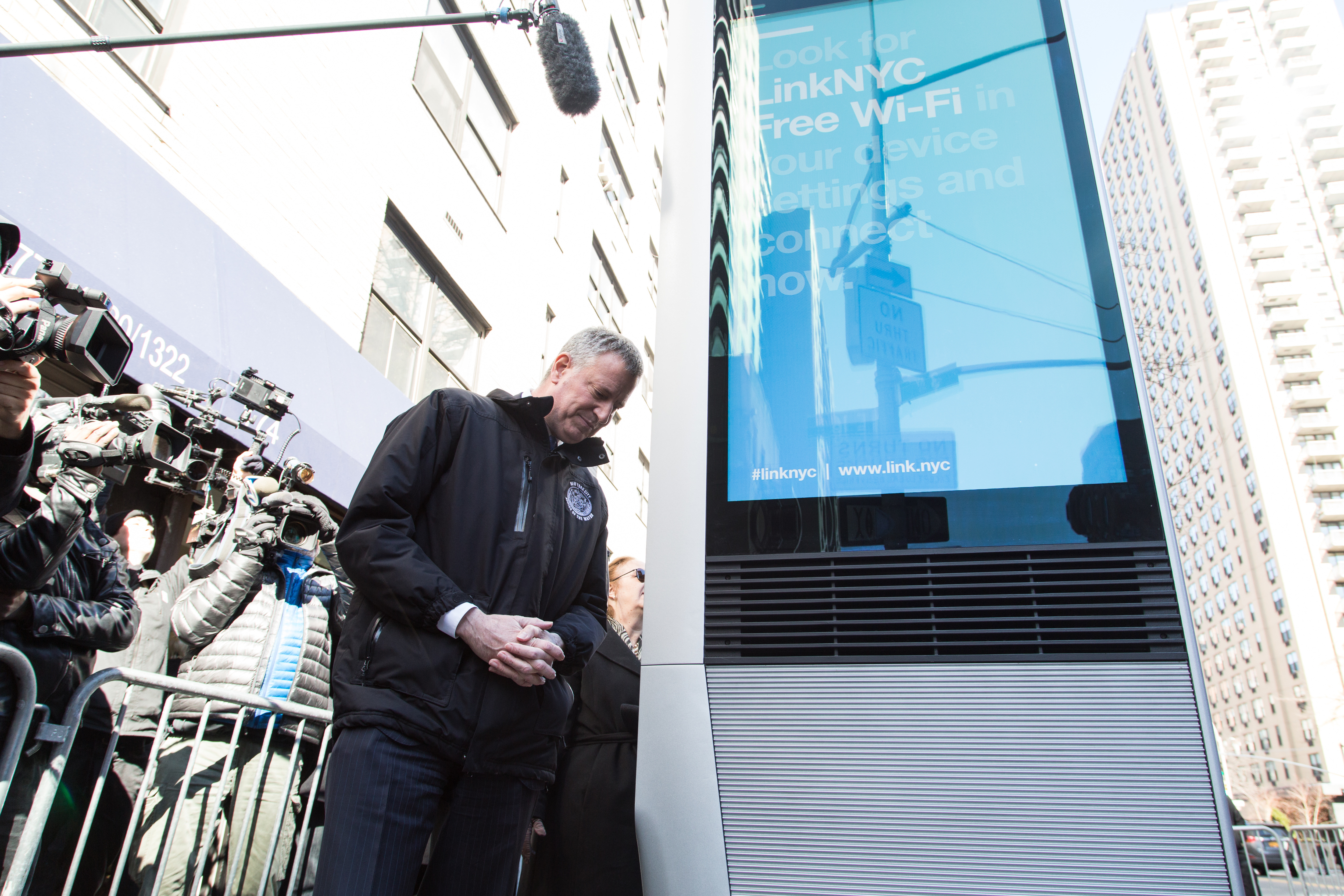 NEW YORK CITY, NY, UNITED STATES - 2016/02/18: Mayor de Blasio announces public launch of LINKNYC program, the largest and fastest free municipal WIFI network in the world. (Photo by Louise Wateridge/Pacific Press/LightRocket via Getty Images)