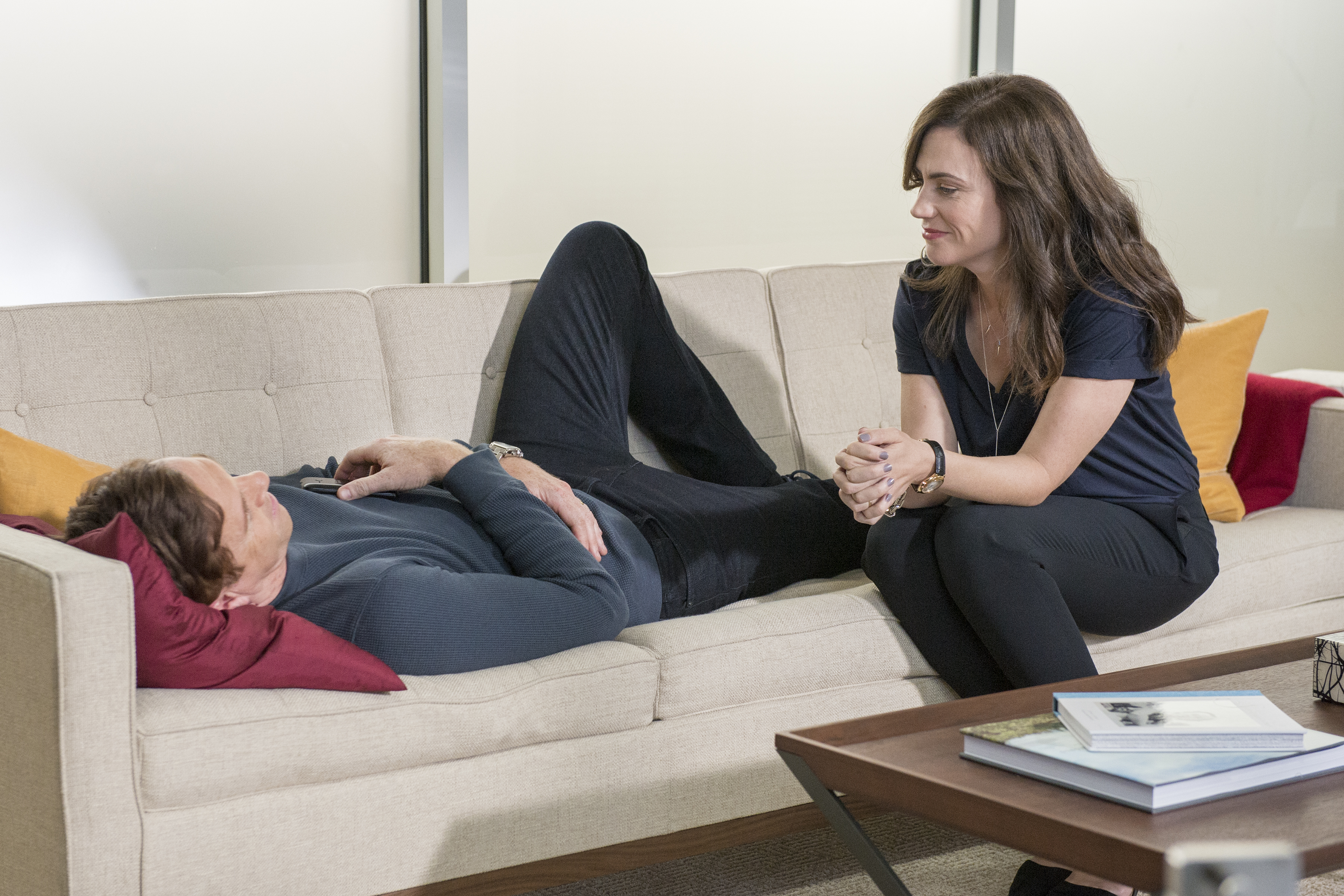 "Damian Lewis as Bobby ""Axe"" Axelrod and Maggie Siff as Wendy Rhoades in Billions (Season 1, Episode 2). - Photo:  Jeff Neumann/SHOWTIME - Photo ID:  Billions_102_2150.R"