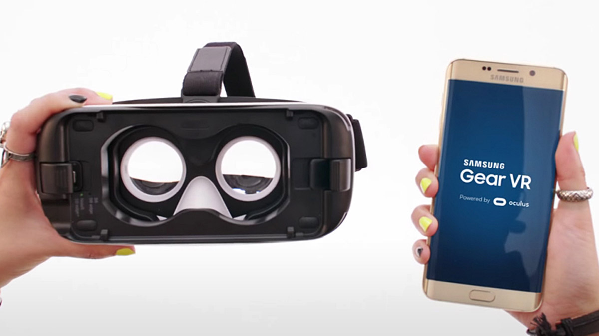 Samsung is giving away from Gear VR headsets with pre-orders of its Galaxy S7 and S7 edge smartphones.