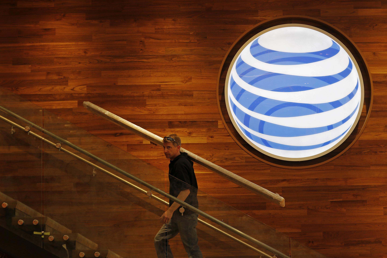 AT&T, Verizon Happy To Be Toe-To-Toe