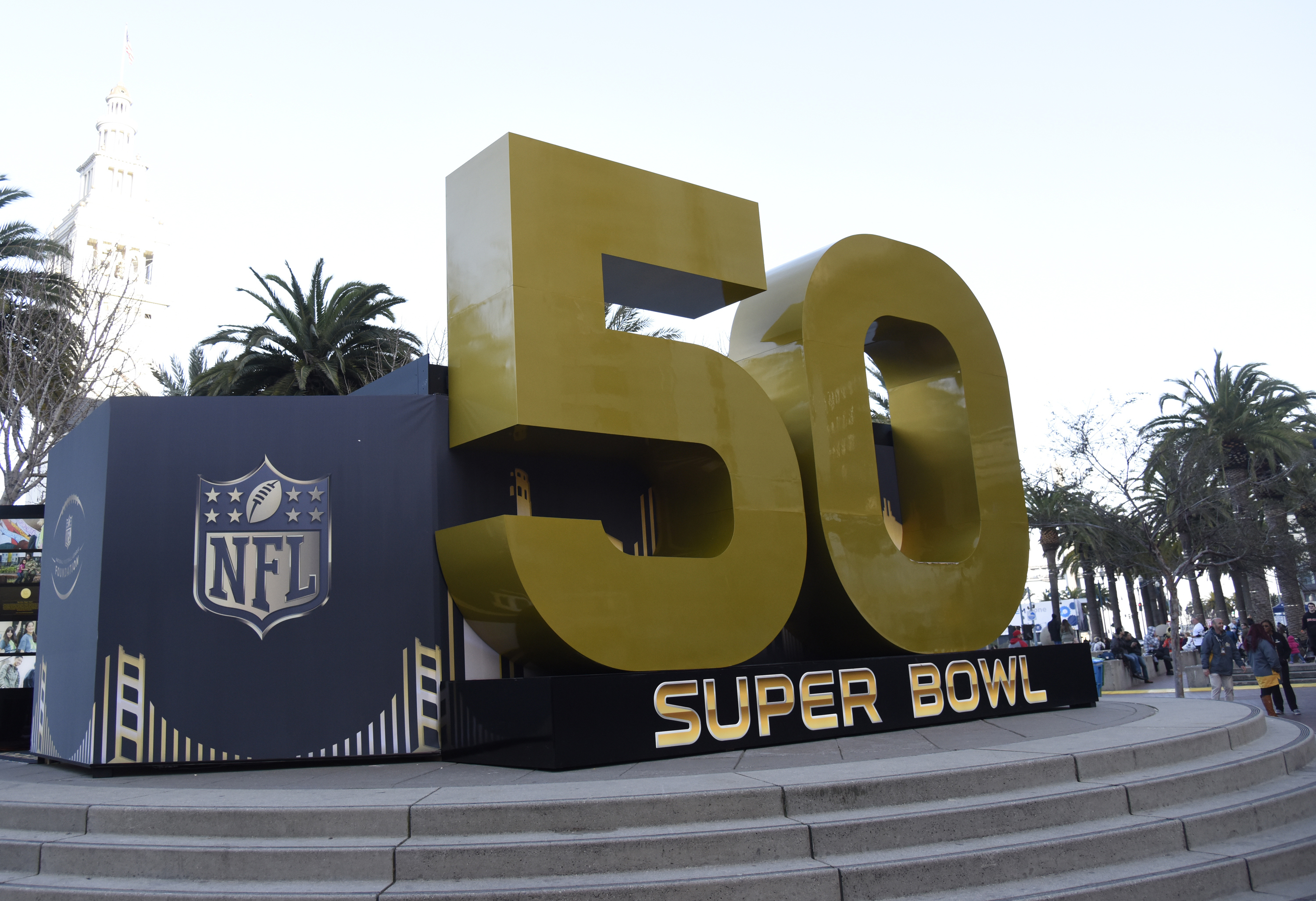 Aloe Blacc Performs Opening Night Free Concert At Super Bowl City