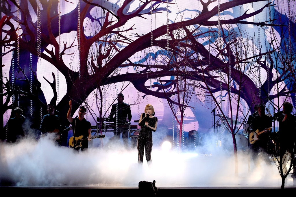 Grammys 2016 Taylor Swift Opens Kendrick Lamar Takes Home