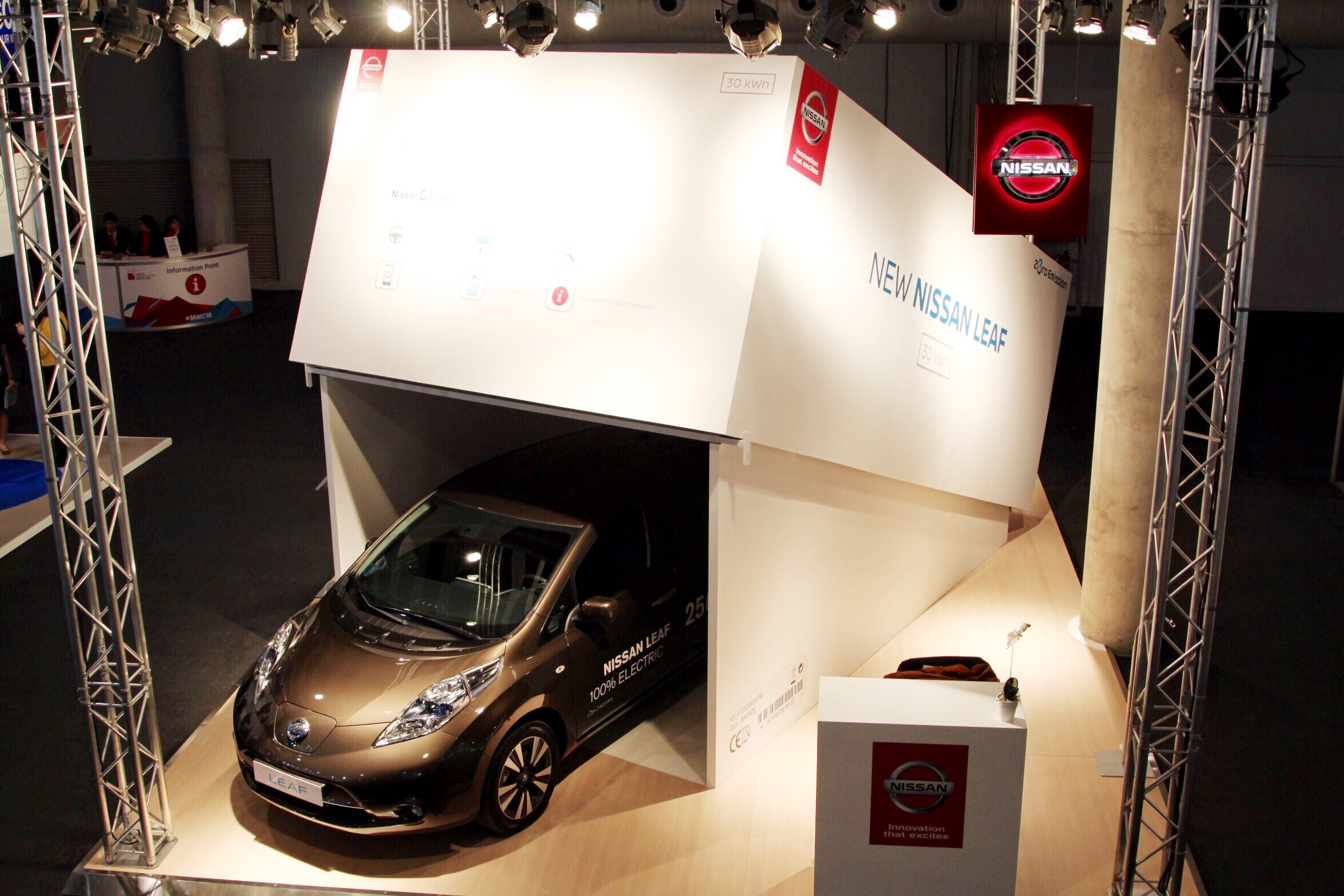 Nissan 'unboxes' its new LEAF at the Mobile World Congress in Barcelona.