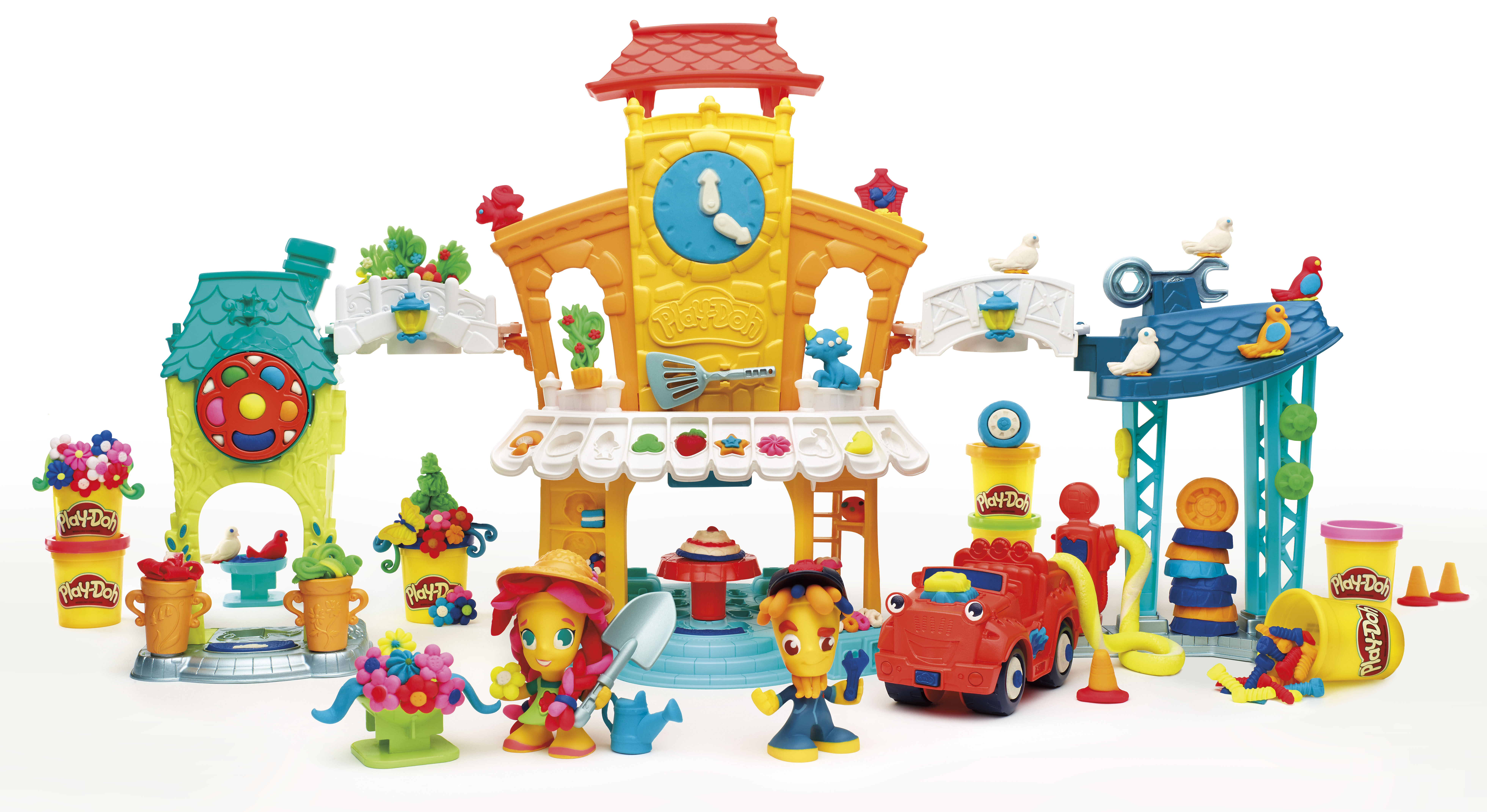 Play-Doh Town is the first Play-Doh line to include figures and play sets.