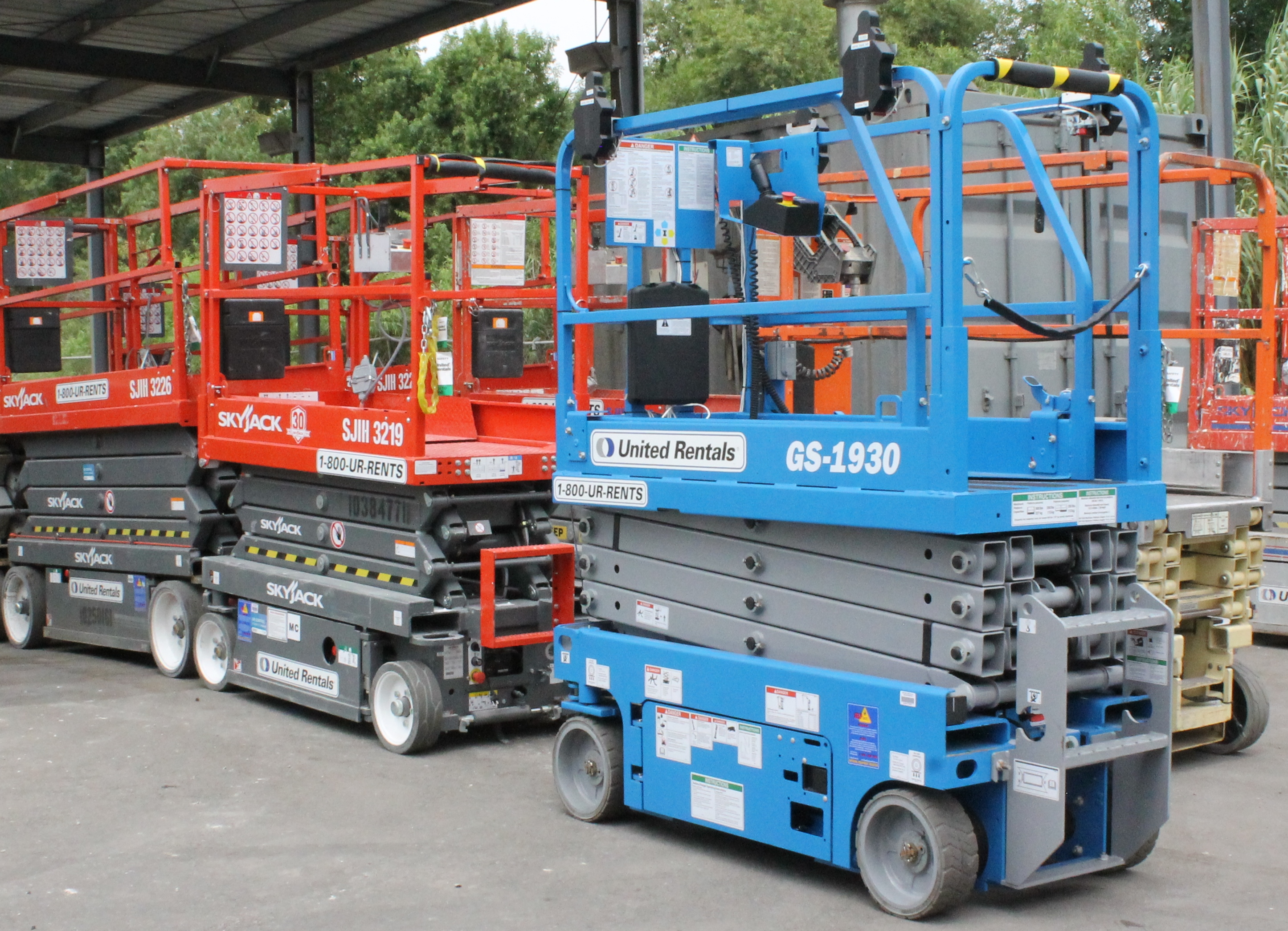 United Rentals scissor lifts. The small modules attached to the top rails make them autonomous.