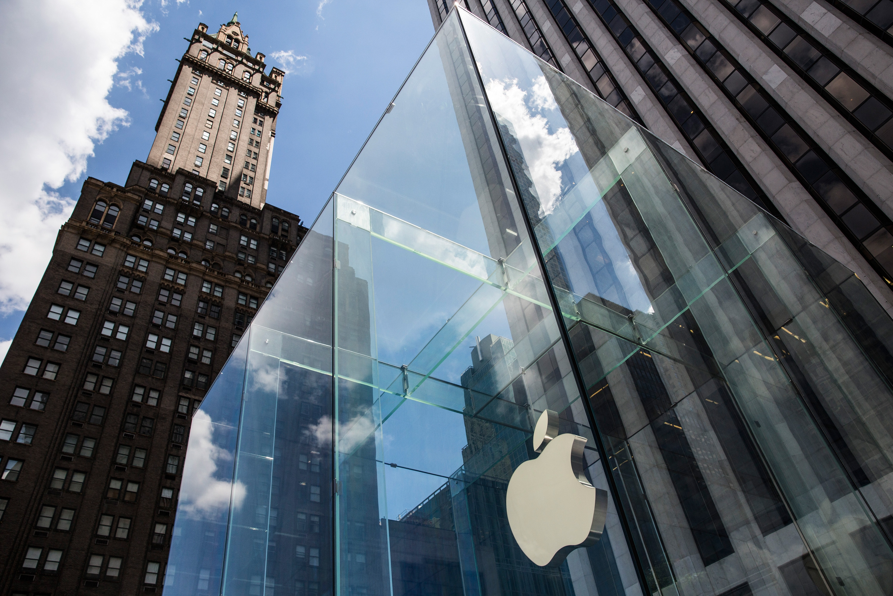 Apple Shares Take A Beating On Wall Street