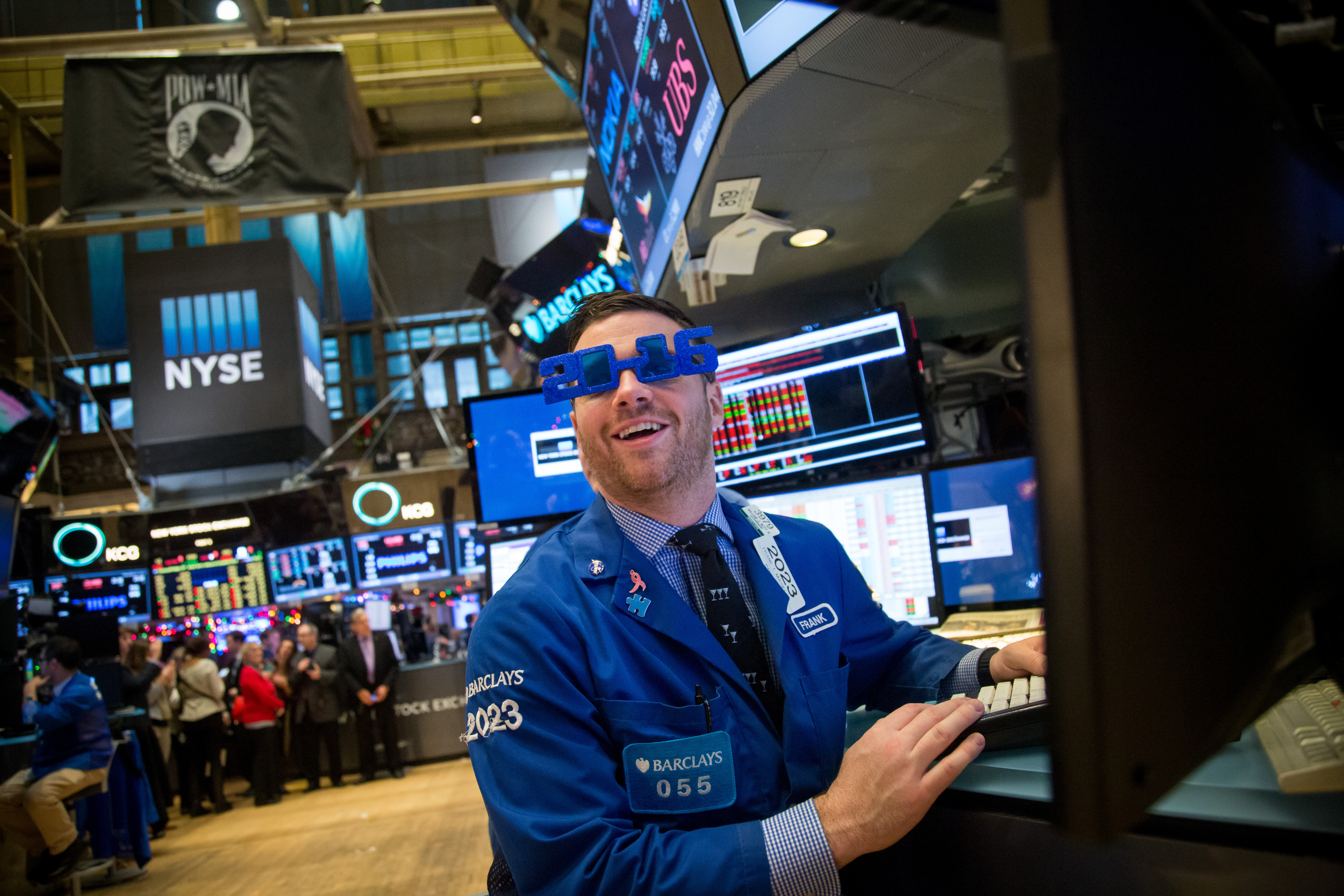 Last Day Of Trading At The NYSE As US Stocks Edge Lower, Pulling S&P 500 Into Red For The Year