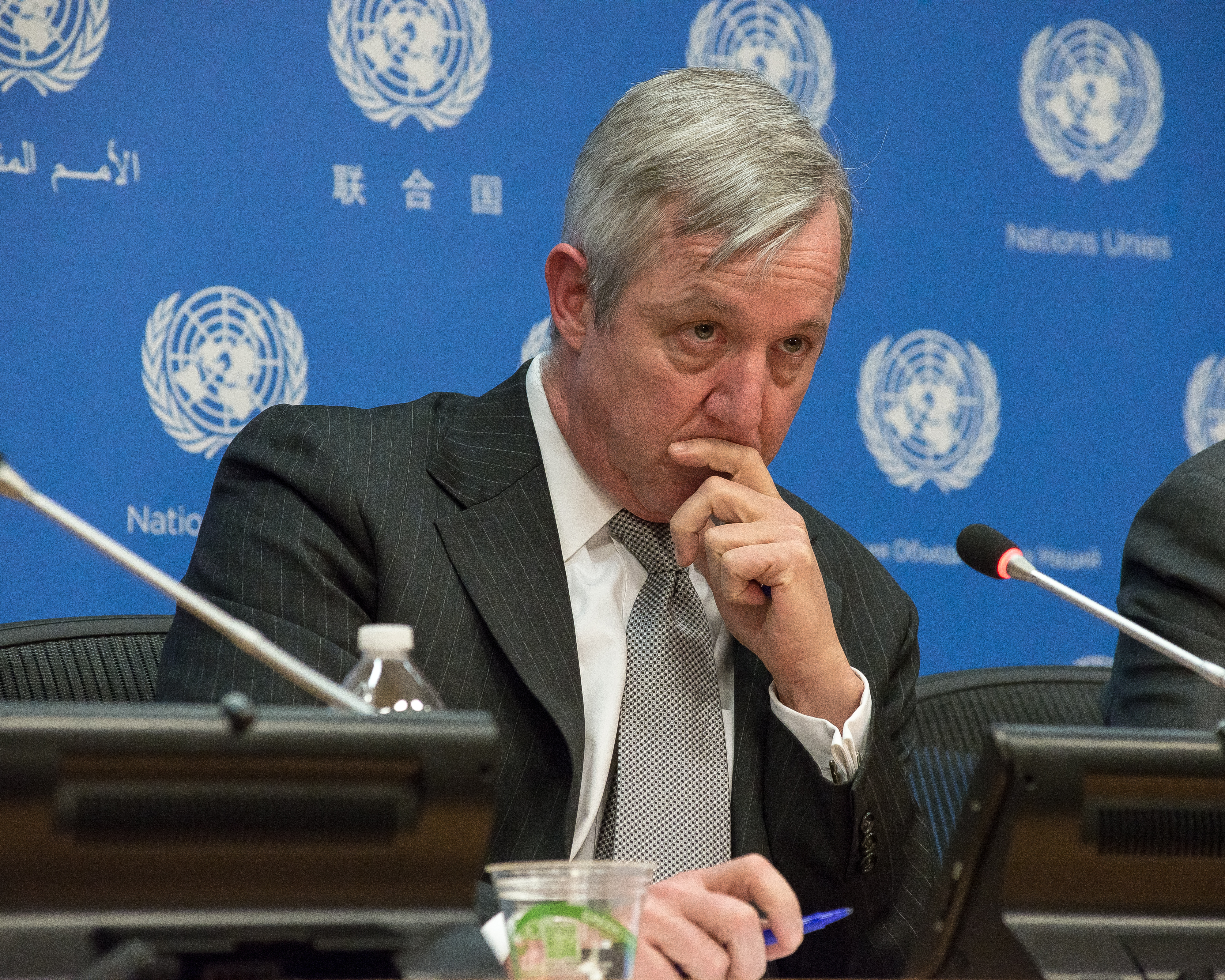 Anthony Banbury speaks with the UN press corps, The United