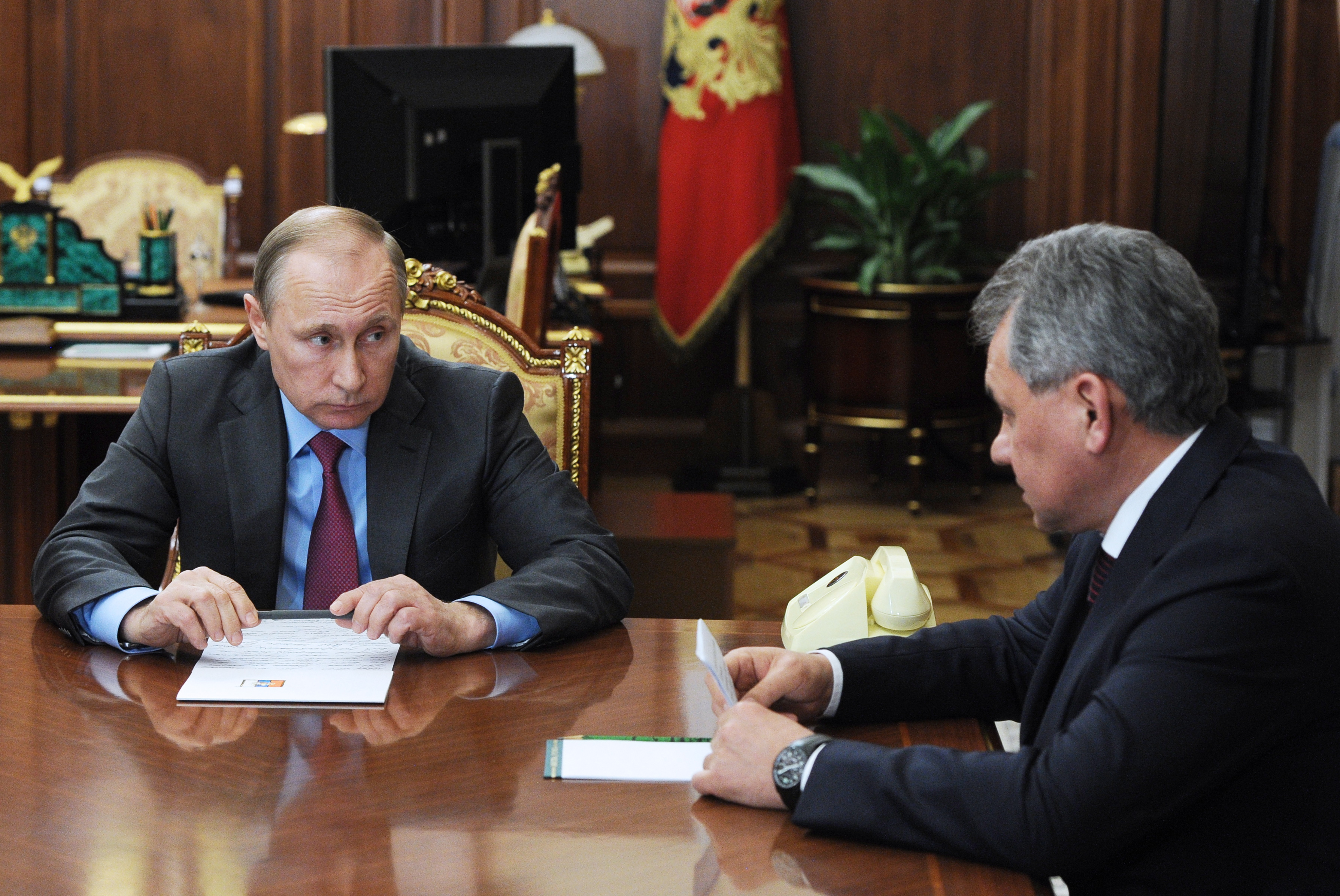 President Putin meets with foreign minister Lavrov and defence minister Shoigu