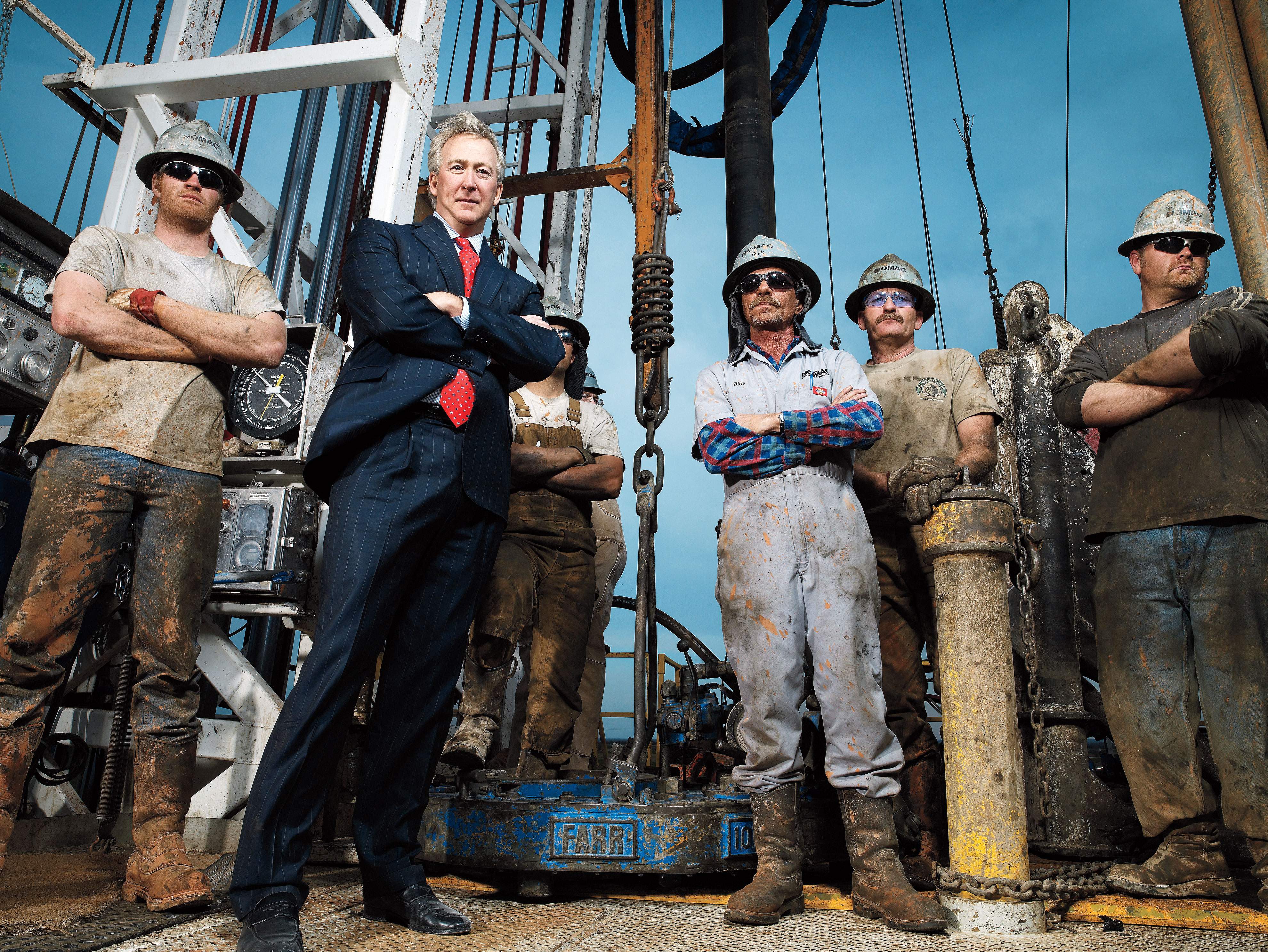 CEO OF CHESAPEAKE ENERGY, AUBREY MCCLENDON,  PHOTOGRAPHED WITH ROUGHNECKS ON NATURAL GAS RIG IN NORTHWEST OKLAHOMA COUNTY NEAR THE COMMUNITY OF PIEDMONT, OKLAHOMA.  PHOTOGRAPHED MARCH 2008.