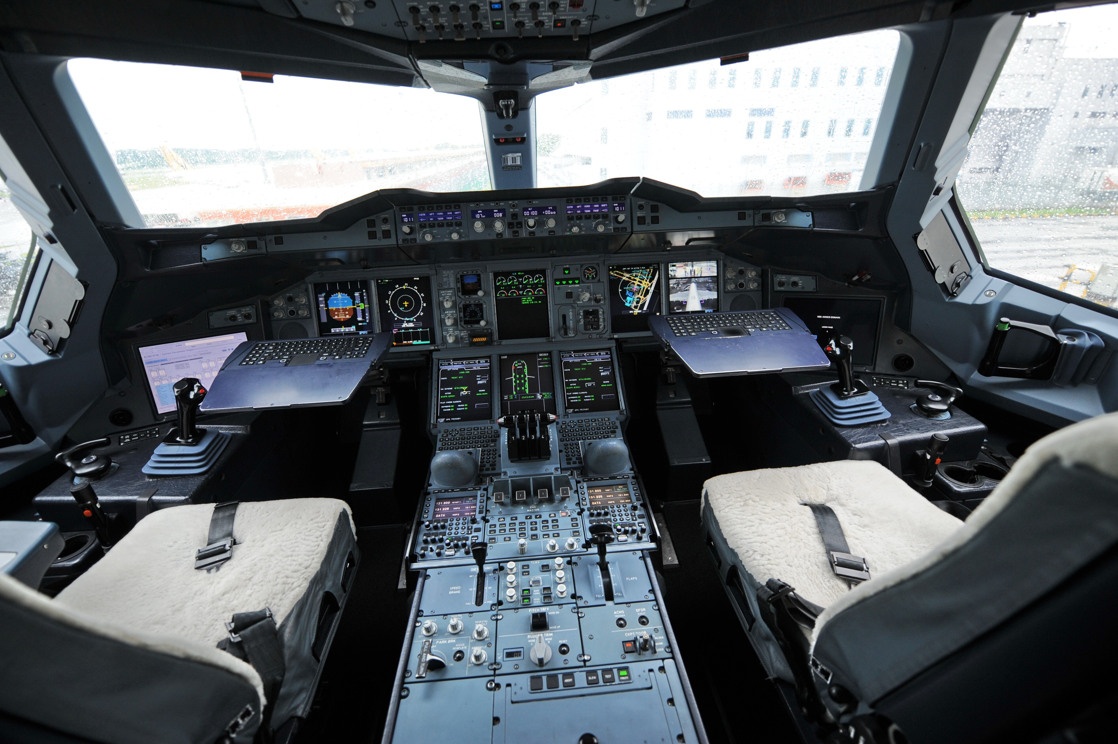 The cockpit of the Qantas Airbus A380 je