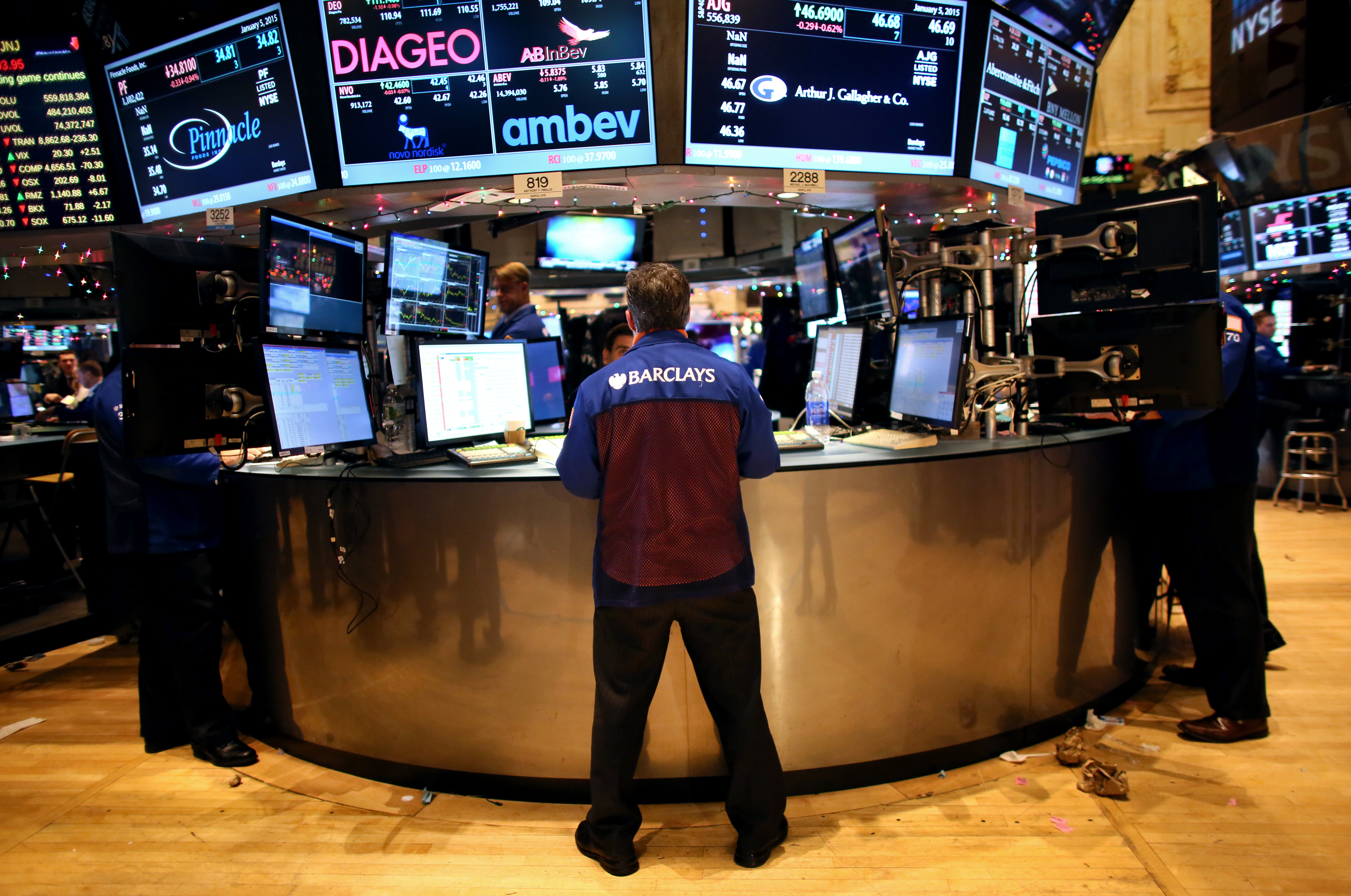 Stocks Close Sharply Lower As Oil Prices Continue Decline