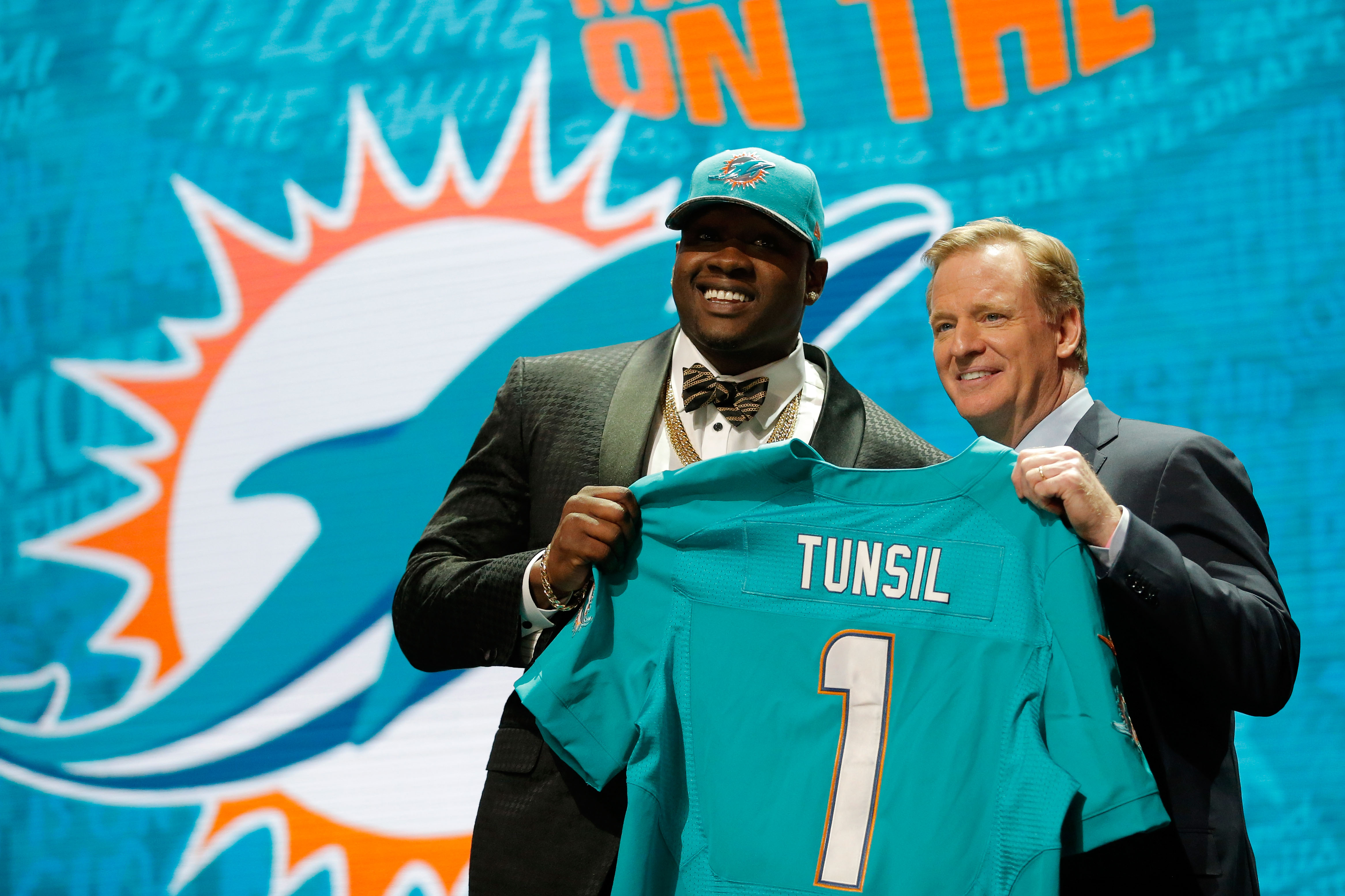 7e1cc2be01a753 Here's How Much NFL Draft Pick Laremy Tunsil Lost Because of 1 Tweet ...