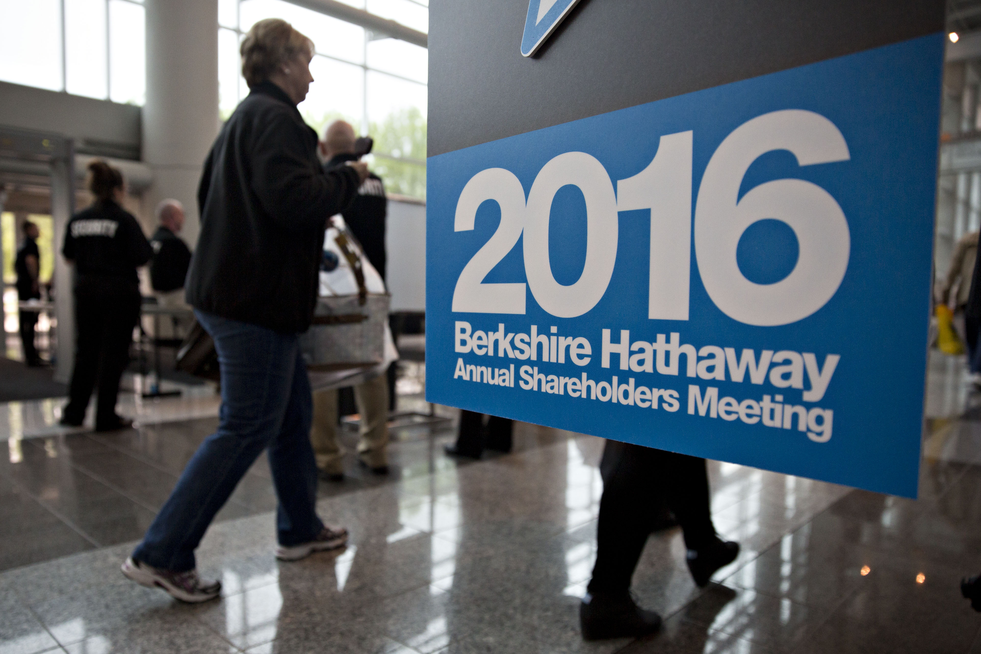 Shareholders Gather Ahead Berkshire Hathaway Annual General Meeting