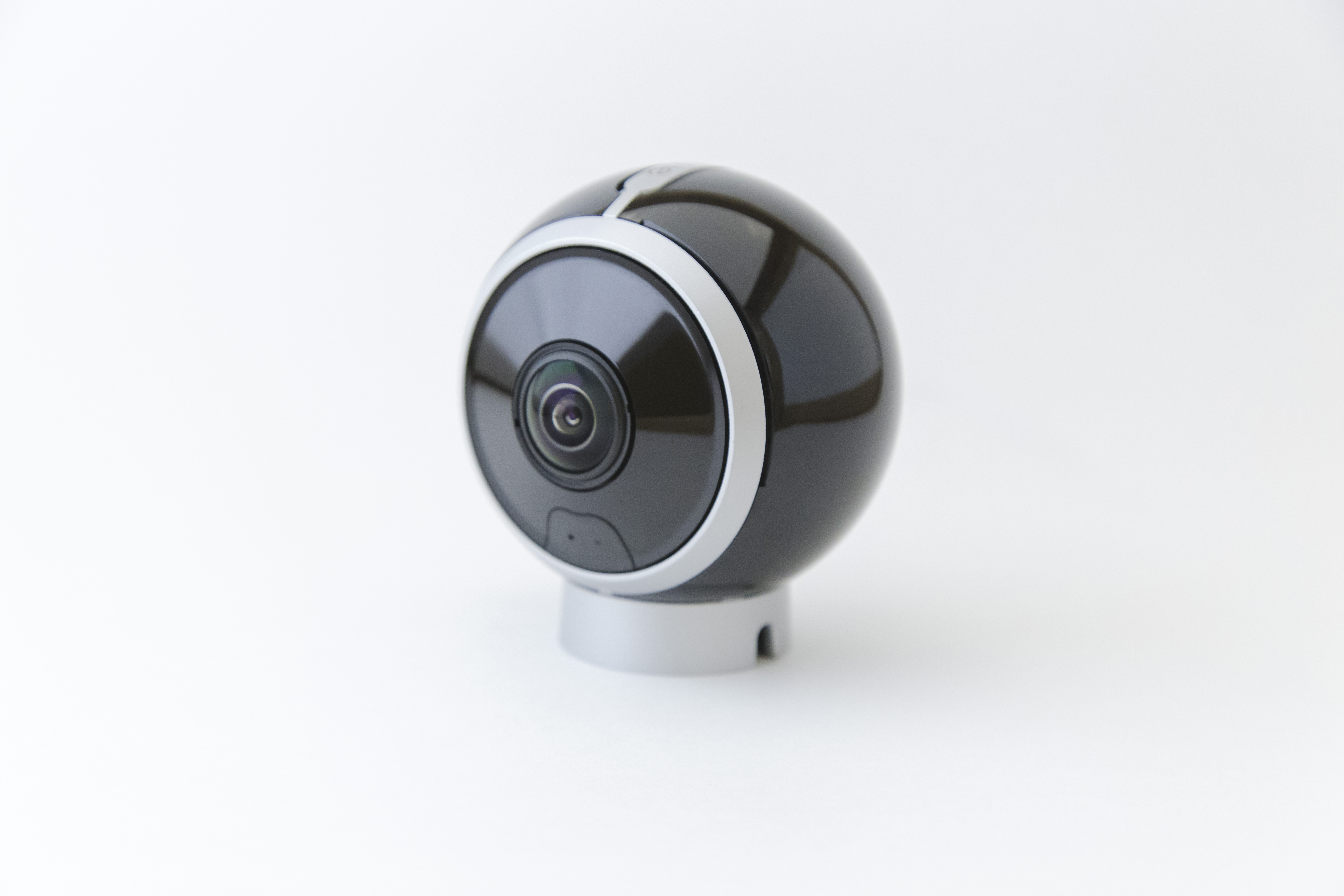 This $500 4K 360-degree camera comes with YouTube livestreaming integration.