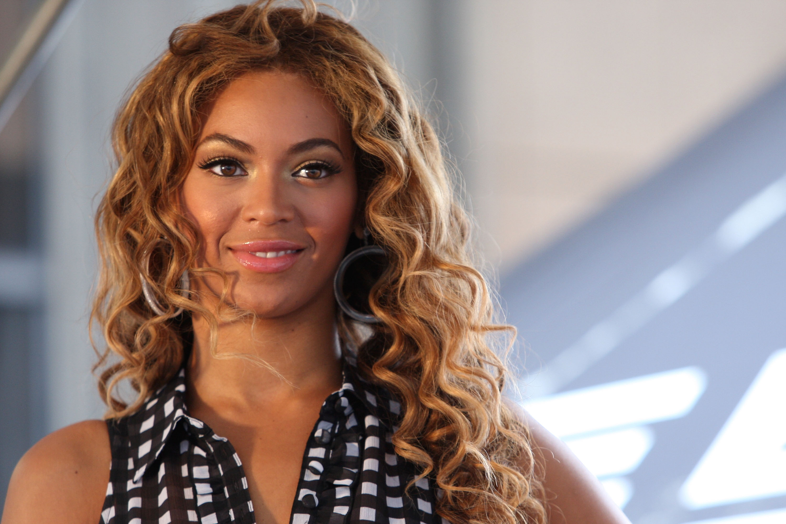 "Beyonce KicksOff National ""Show Your Helping Hand"" Hunger Relief Initiative"