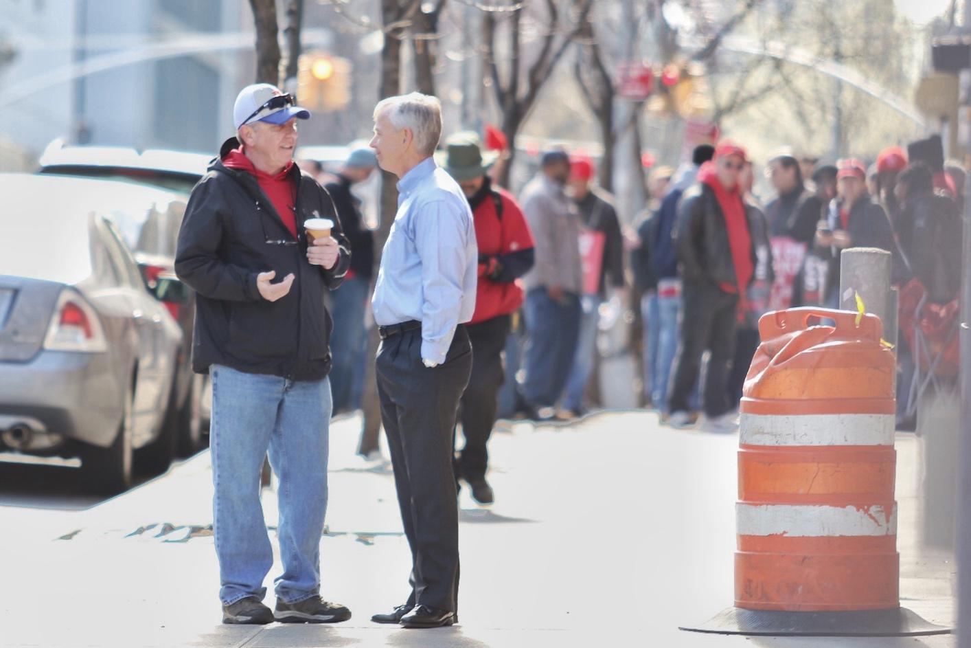 Verizon CEO meets striking workers on picket line