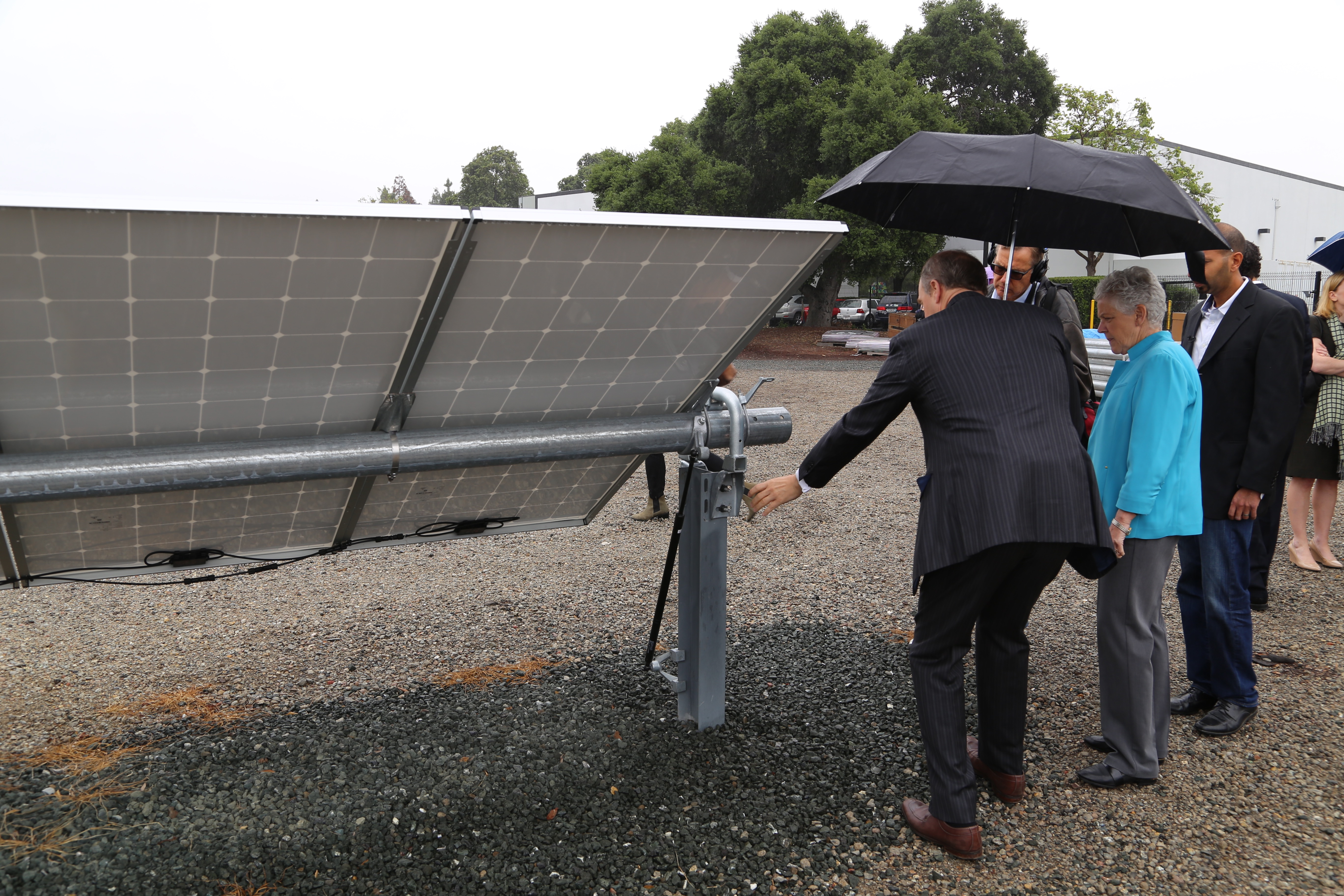 The CEO of NEXTracker Dan Shugar shows EPA head Gina McCarthy NEXTracker's solar tracker technology.