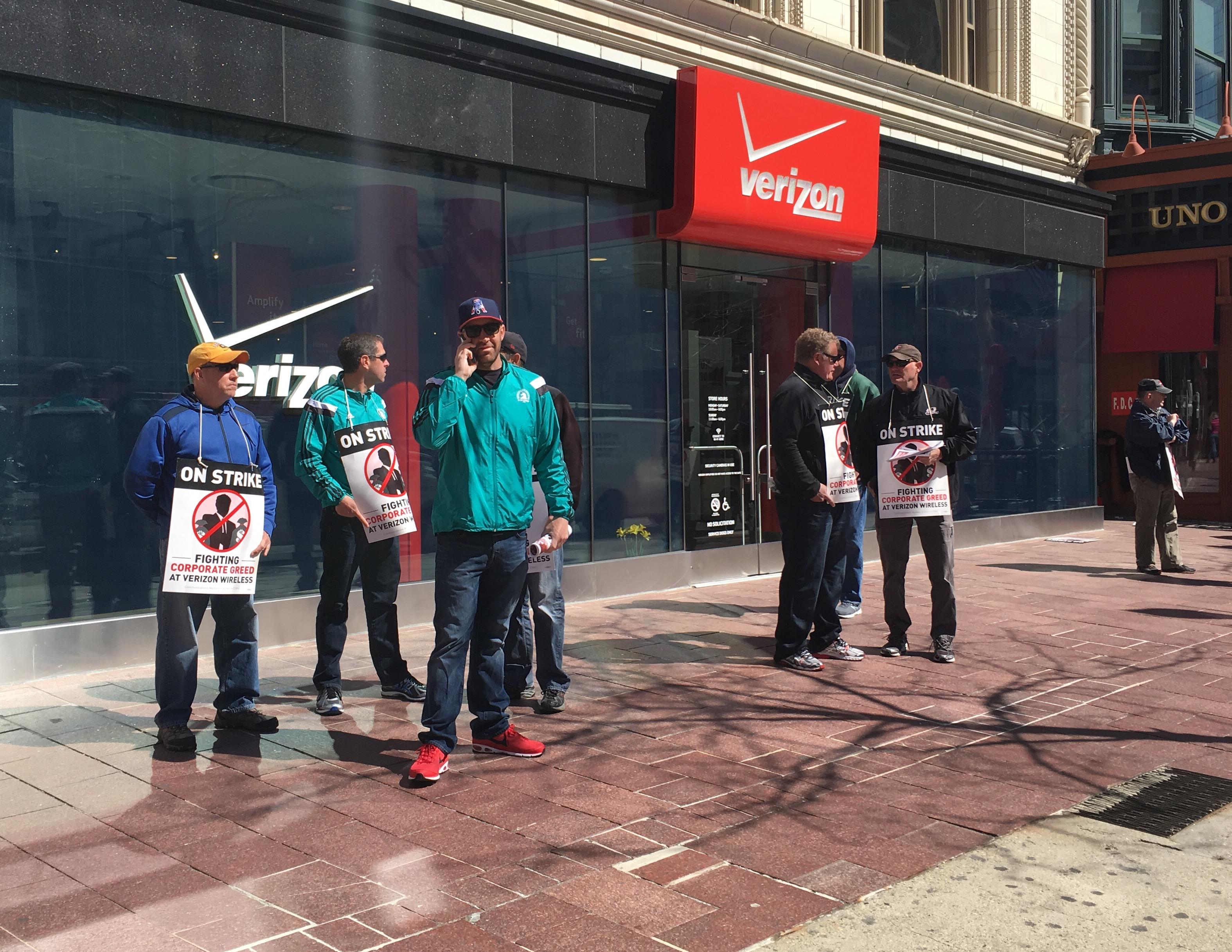 Striking Verizon workers on a picket line