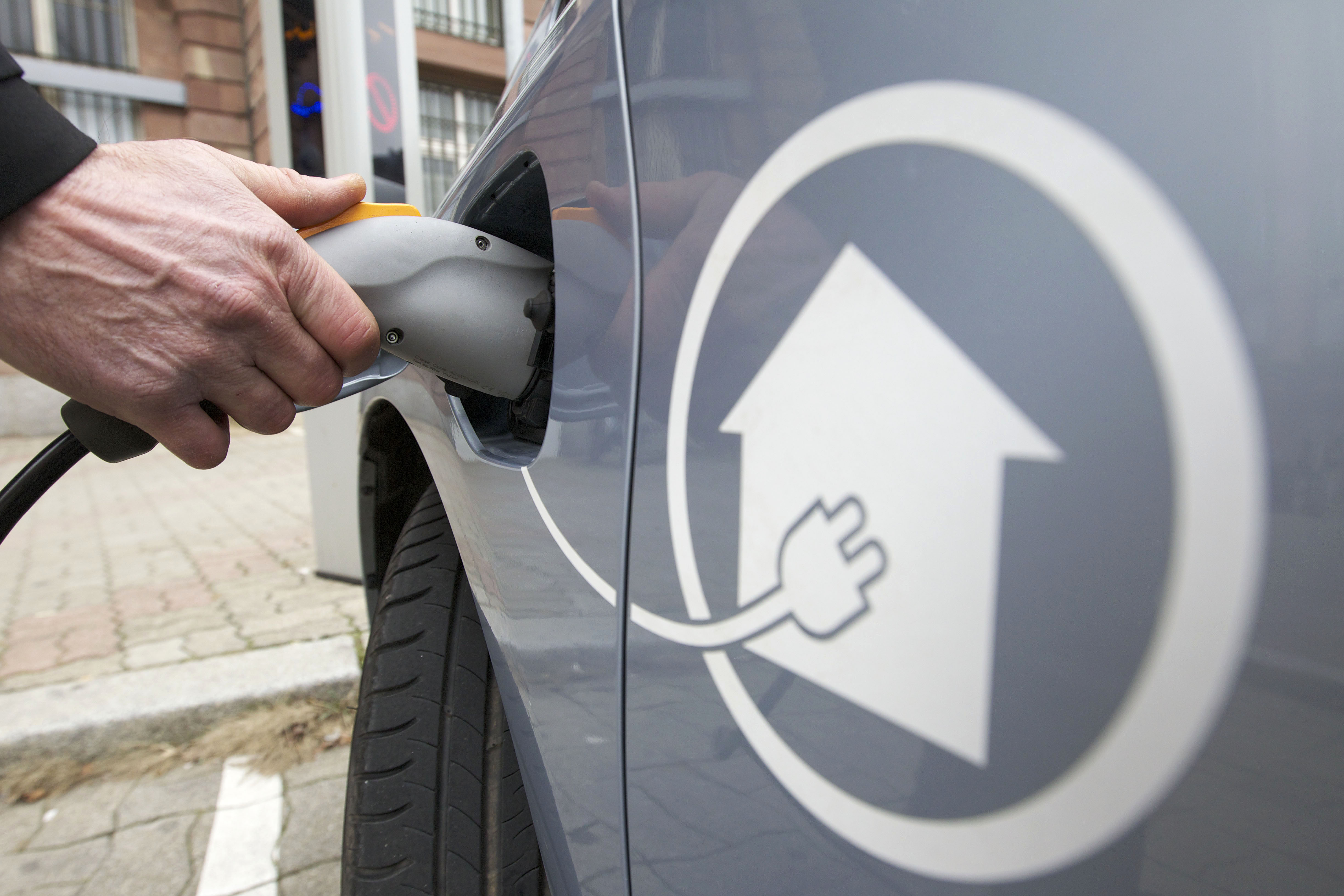 Strasbourg (67), charging of a hybrid car's batteries