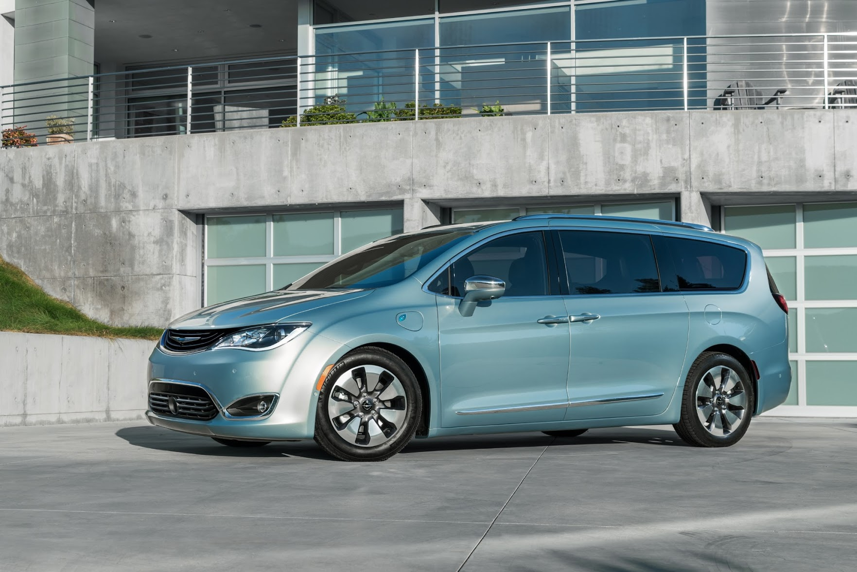 Fiat Chrysler Build A Hybrid Minivan