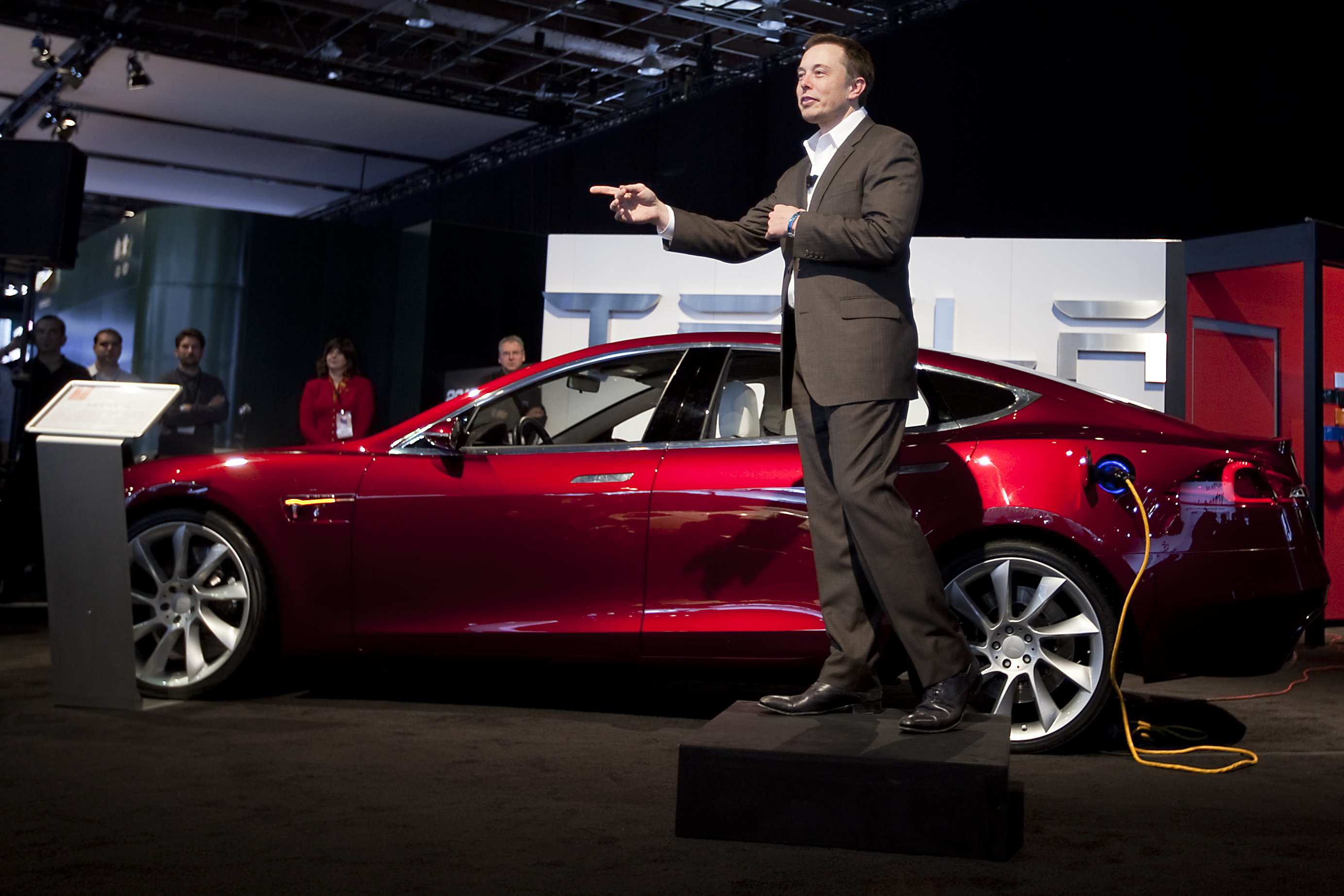 Tesla Just Raised 1 5 Billion To Finance Model 3 Production