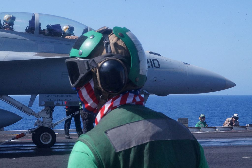 SYRIA-IRAQ-US-CONFLICT-CARRIER-ARMAMENT