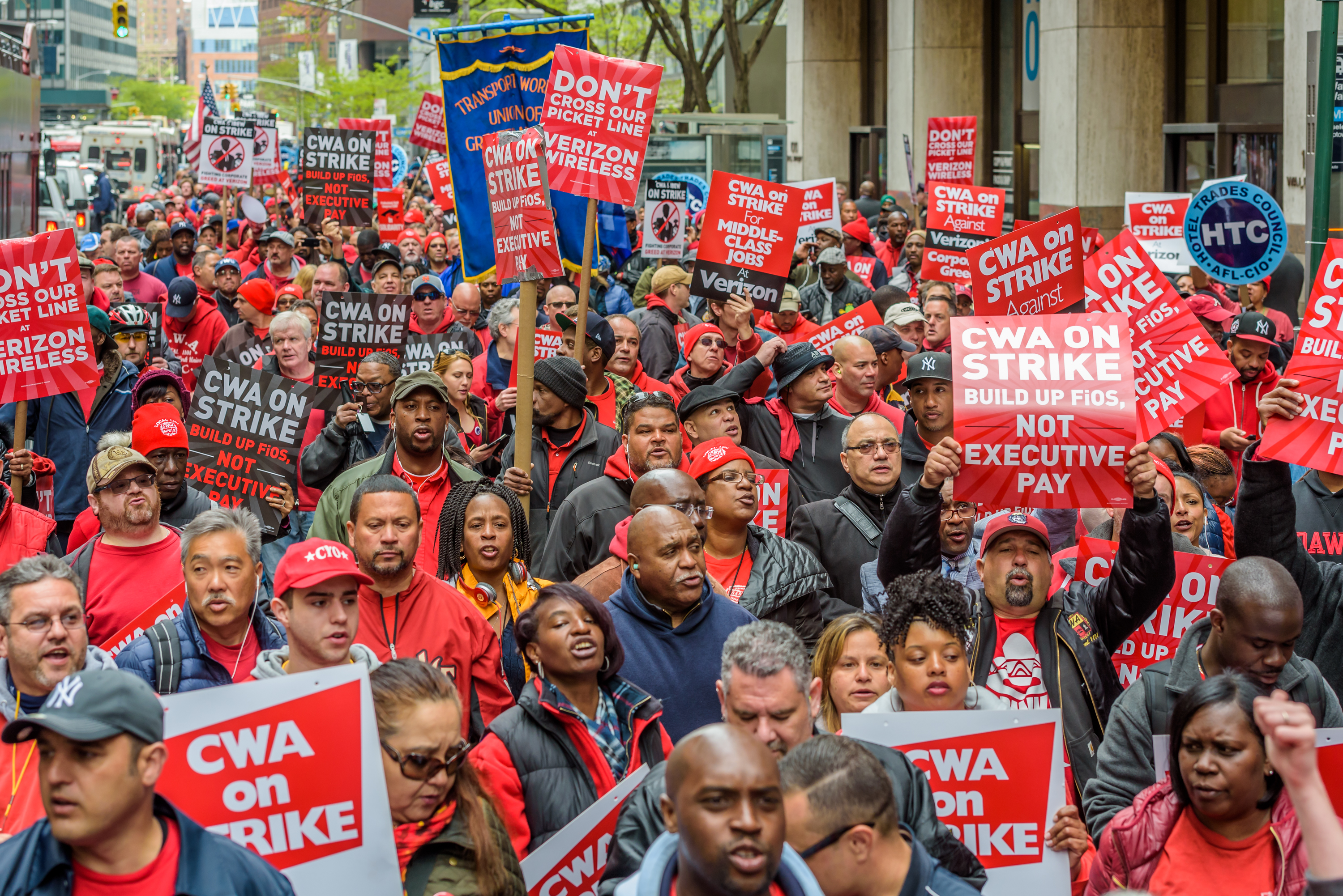 USA : NYC Verizon workers on strike for fair contract