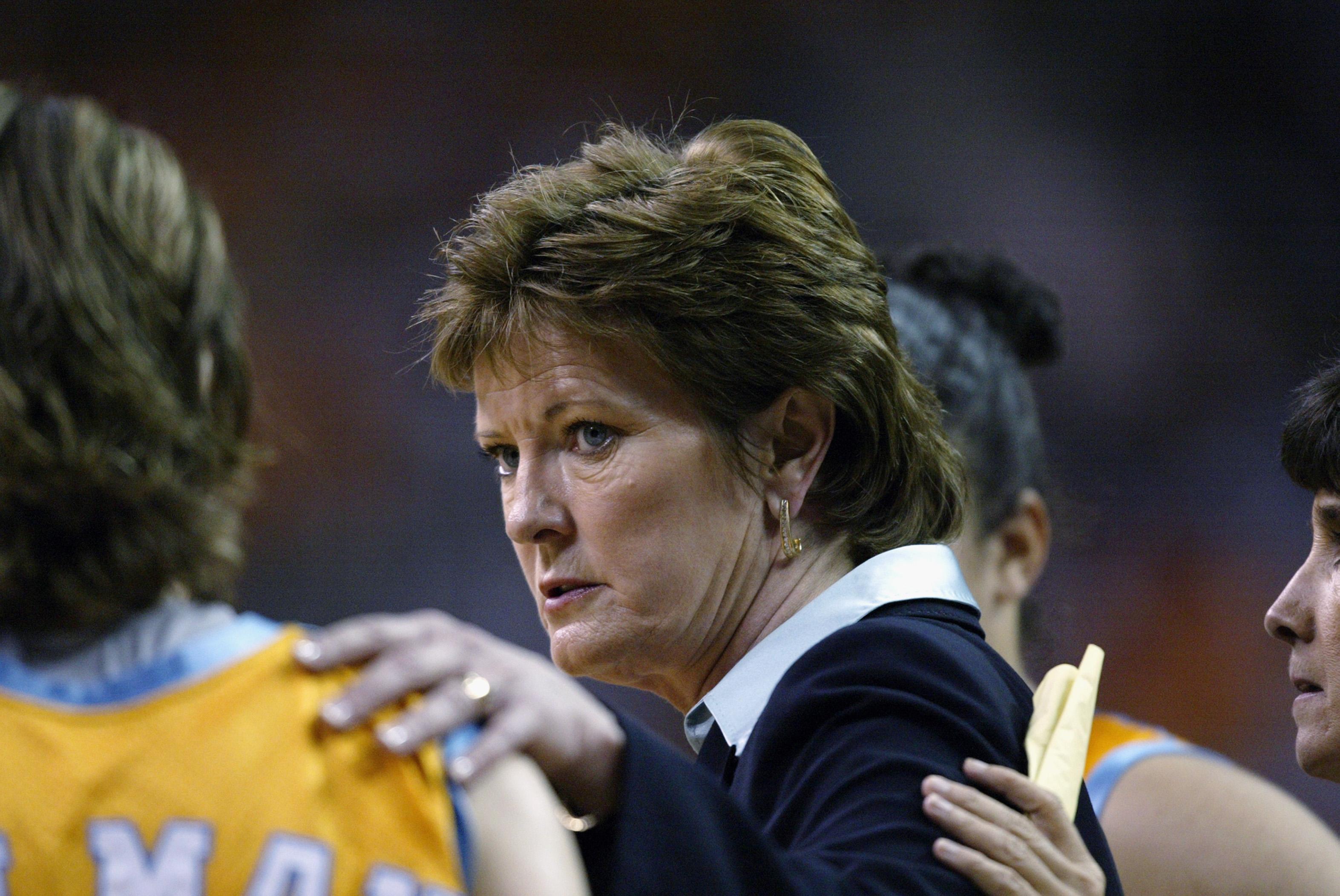 Coach Pat Summitt talks with Shanna Zolman