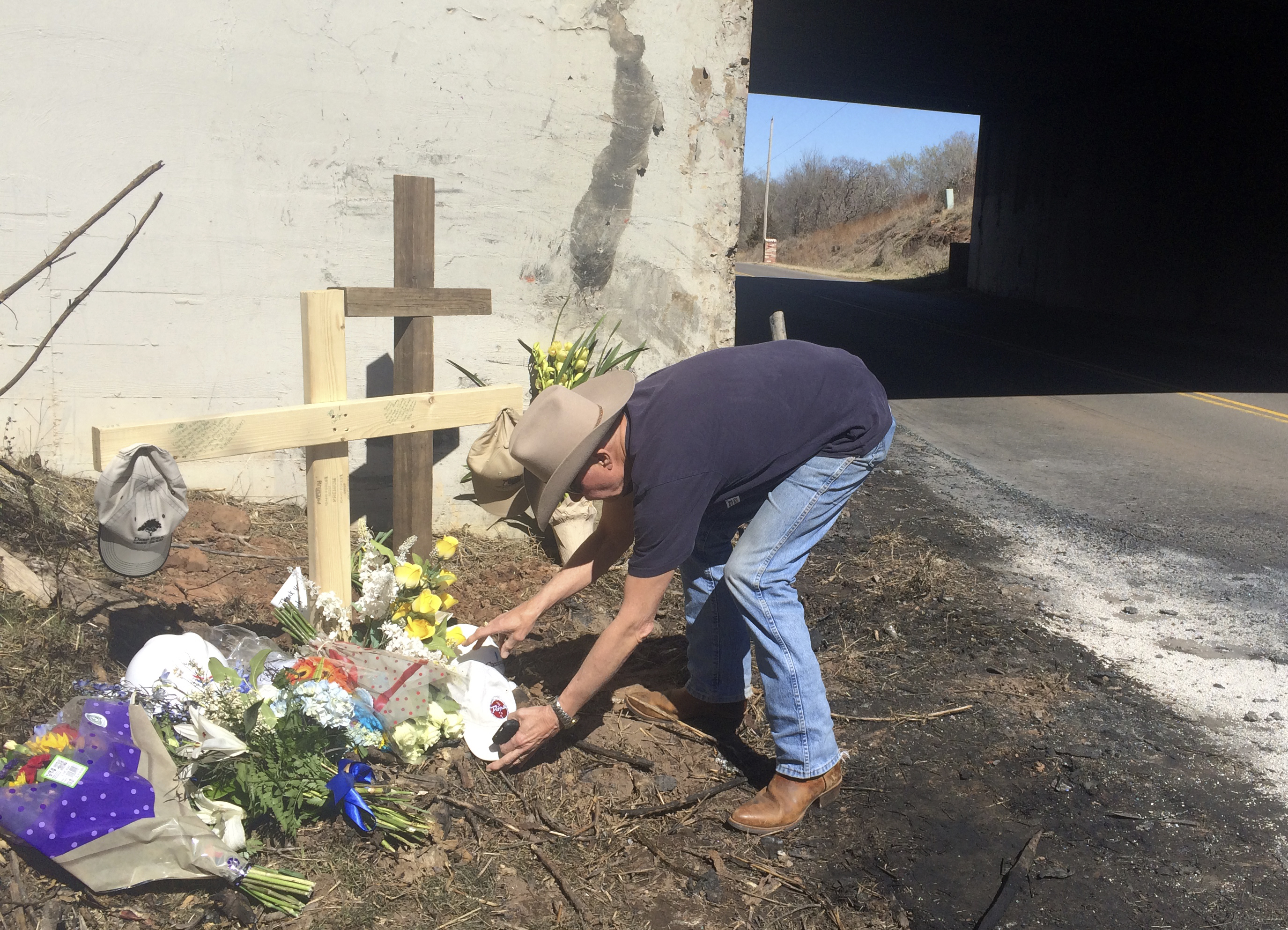File photo of makeshift memorial to former Chesapeake Energy CEO Aubrey McClendon at the site of his fatal automobile accident in Oklahoma City